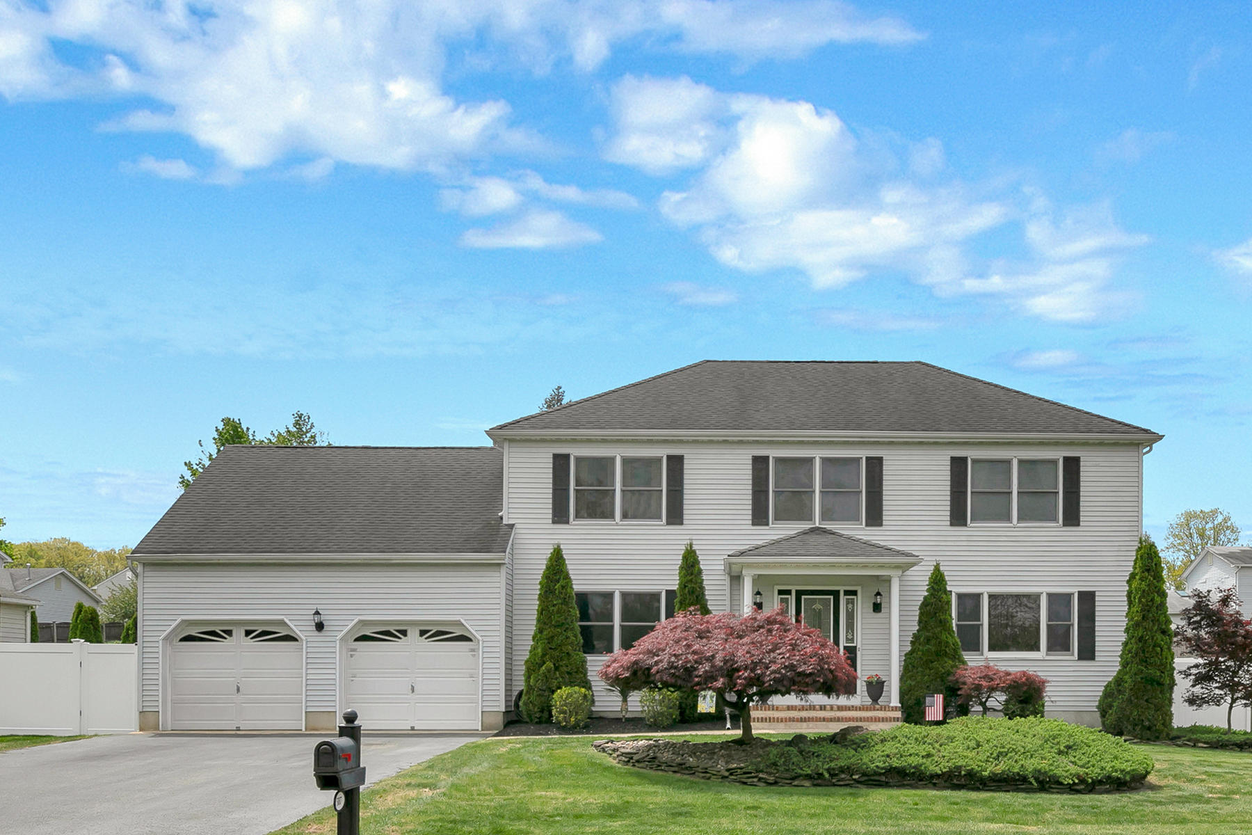 Single Family Homes for Sale at Beautifully Appointed Colonial Style Home In Desirable Twin Oaks Neighborhood 507 Sleepy Hollow Road Toms River, New Jersey 08753 United States
