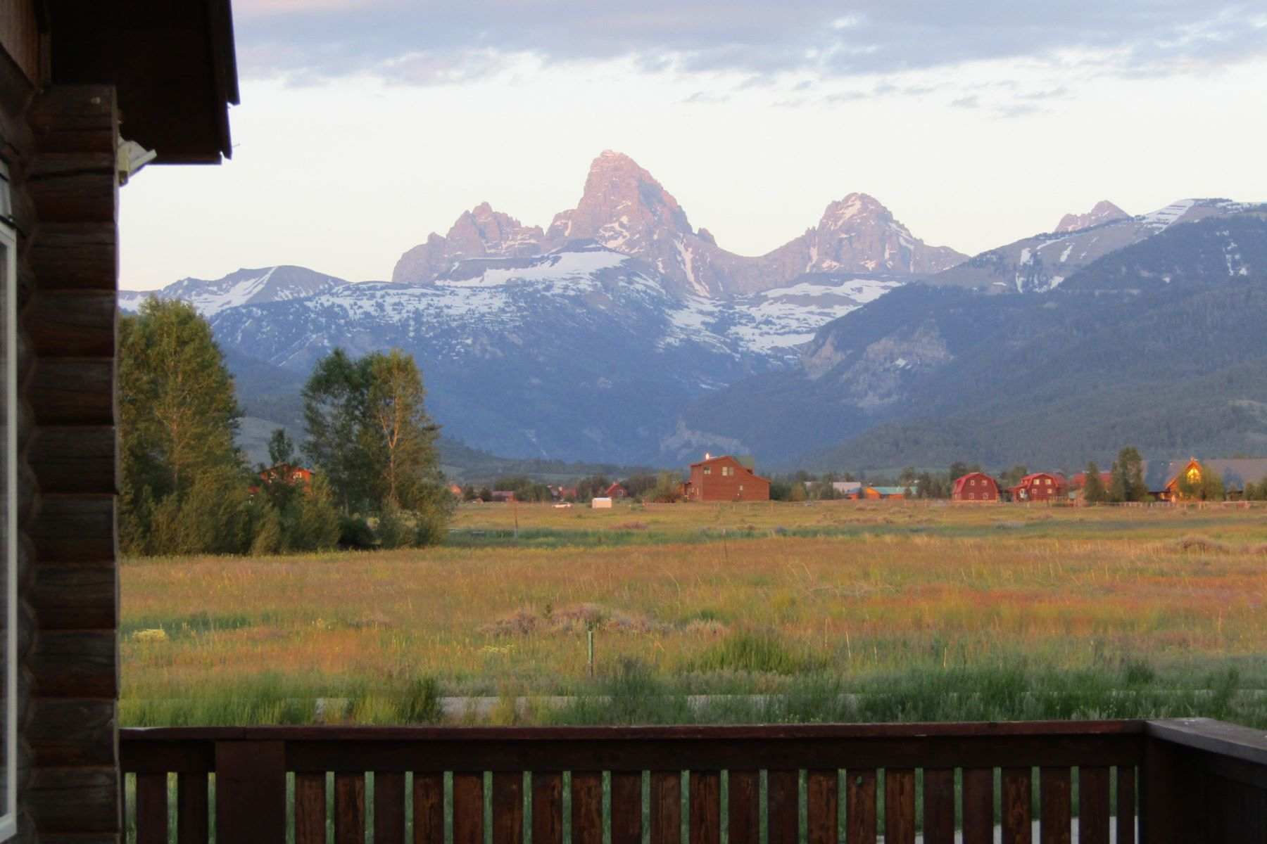 Casa Unifamiliar por un Venta en Log Home with Teton Views 499 Wild Cat Canyon Driggs, Idaho 83422 Estados Unidos