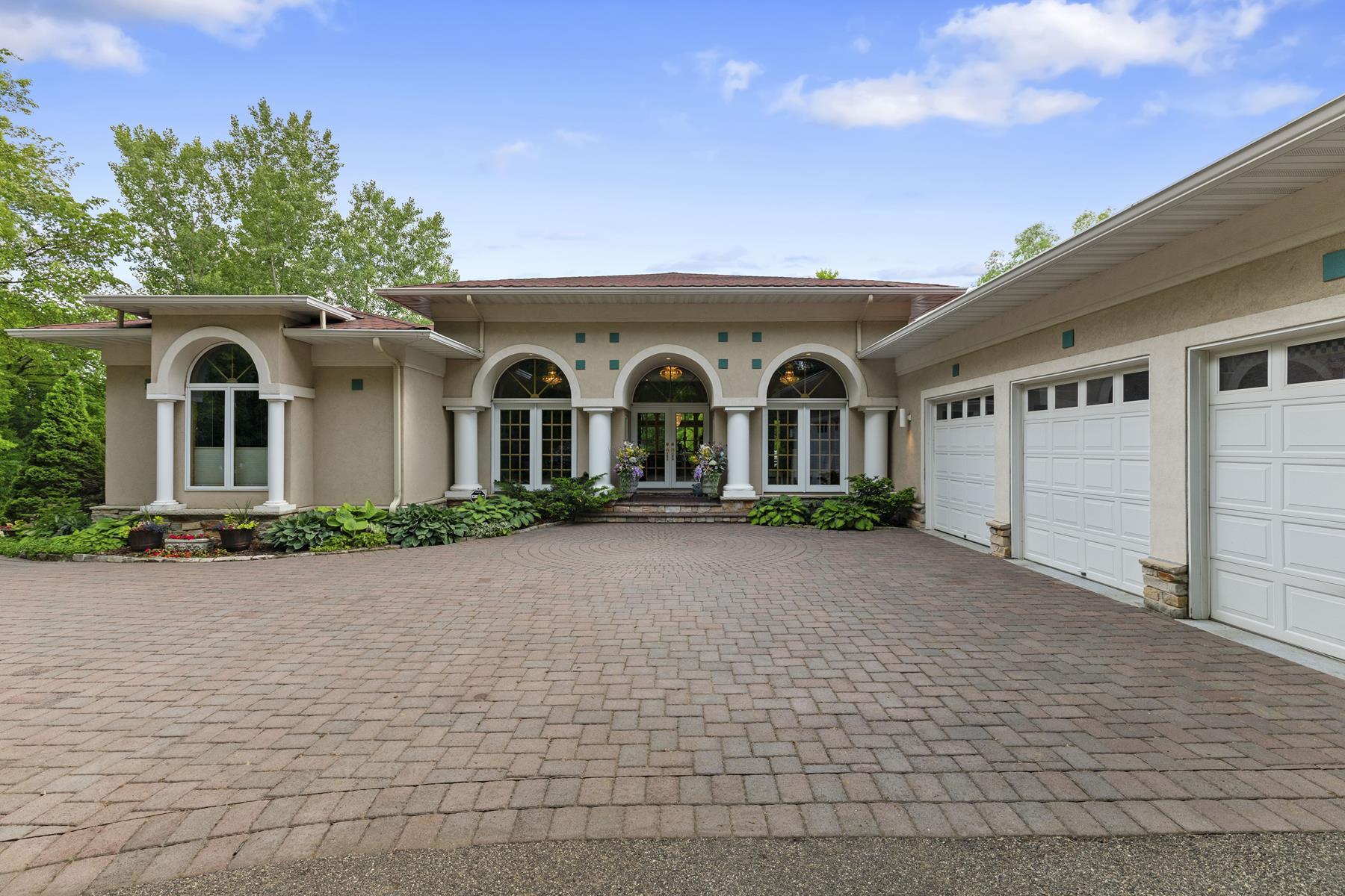 Single Family Homes voor Verkoop op Inver Grove Heights, Minnesota 55077 Verenigde Staten