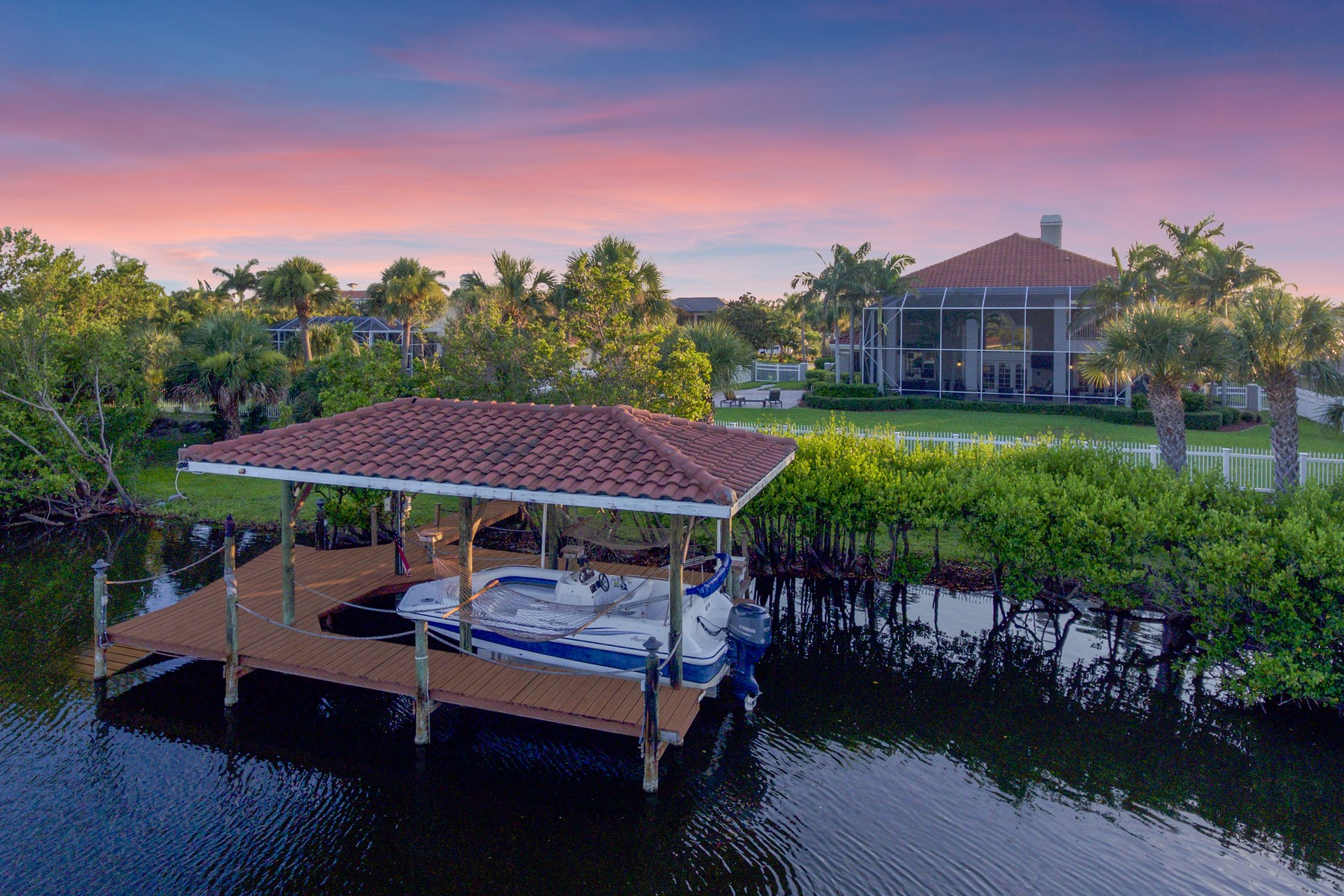 Villa per Vendita alle ore Grand Canal-Front Estate in Lansing Island! 134 Lansing Island Drive #1 Indian Harbour Beach, Florida 32937 Stati Uniti