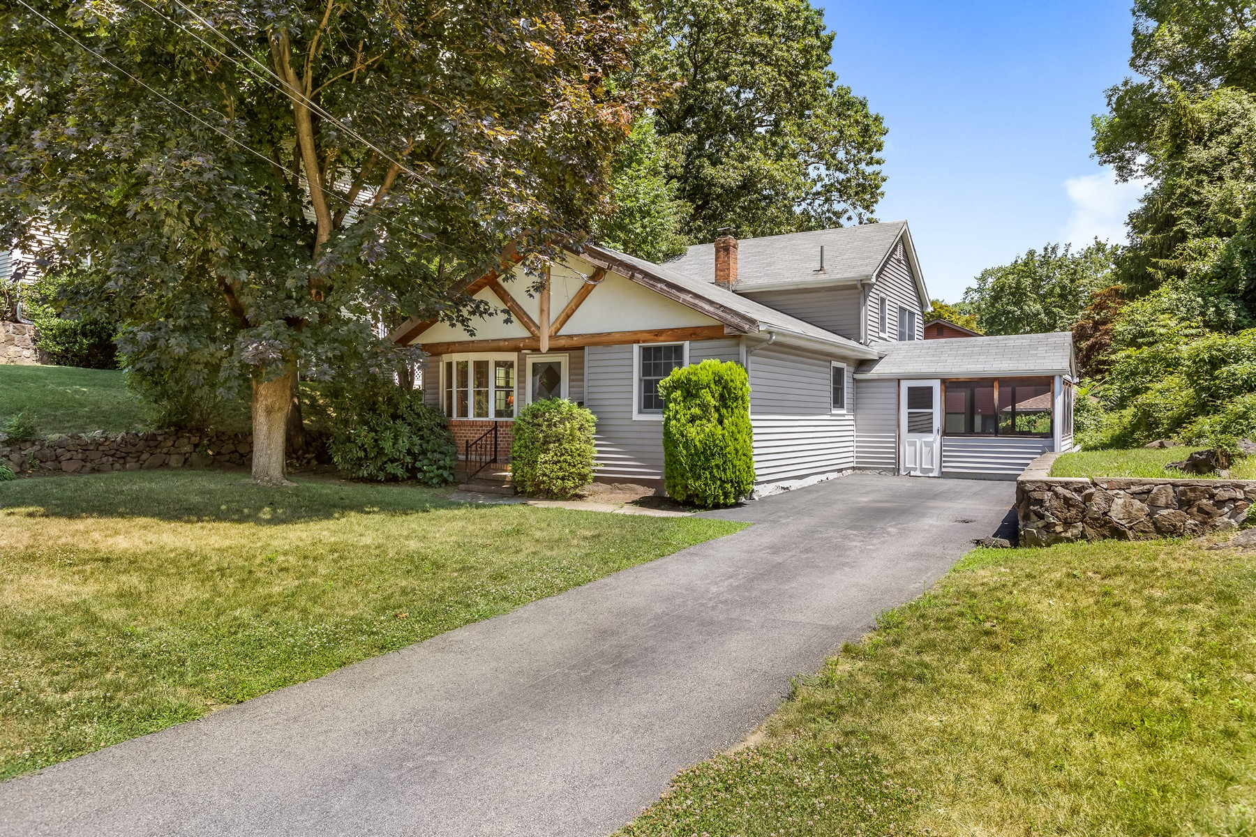 Single Family Homes for Active at Charming in the Country! 185 3rd Street Buchanan, New York 10511 United States
