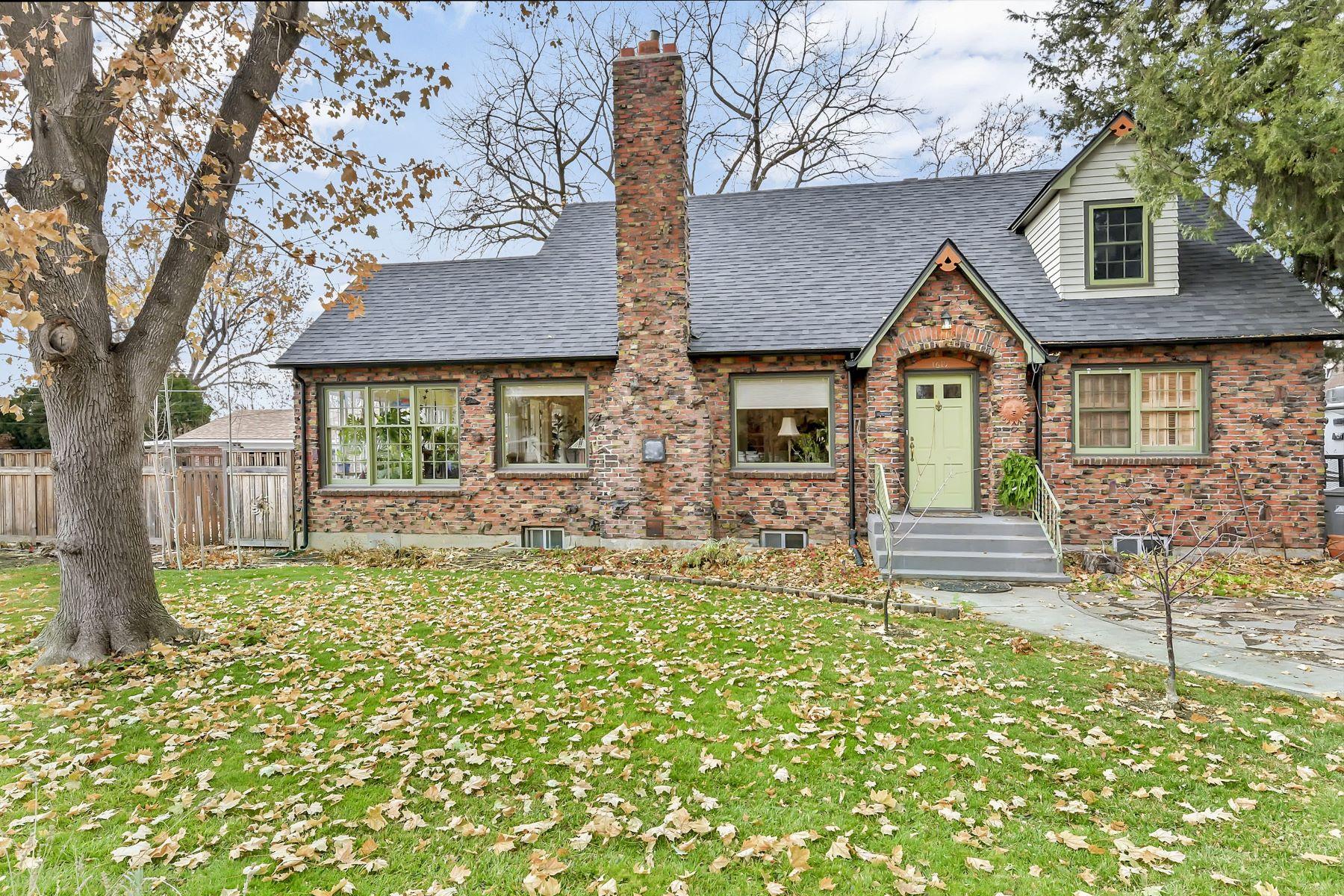 Single Family Homes for Sale at 1619 Pomander Road Boise, Idaho 83705 United States