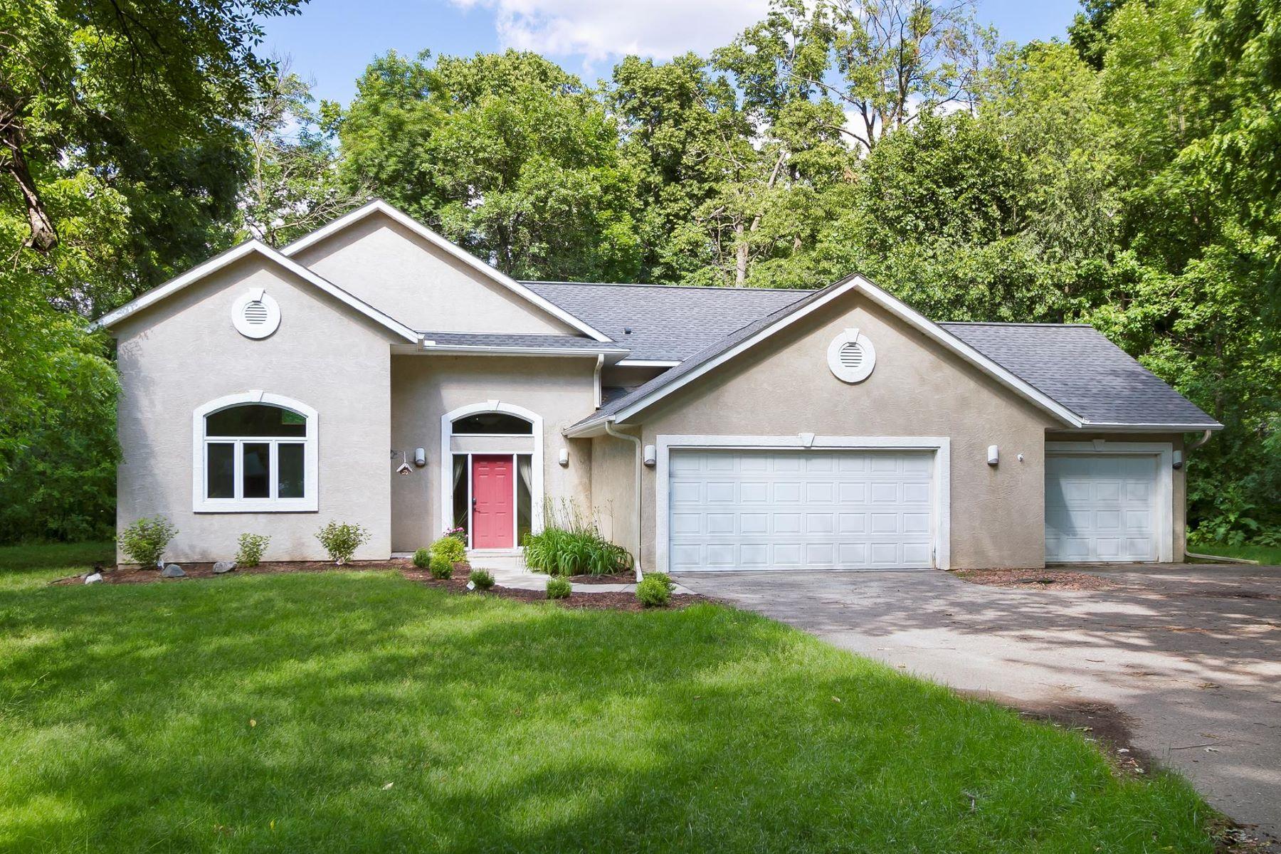 Maison unifamiliale pour l Vente à 13225 Yosemite Avenue S Savage, Minnesota, 55378 États-Unis