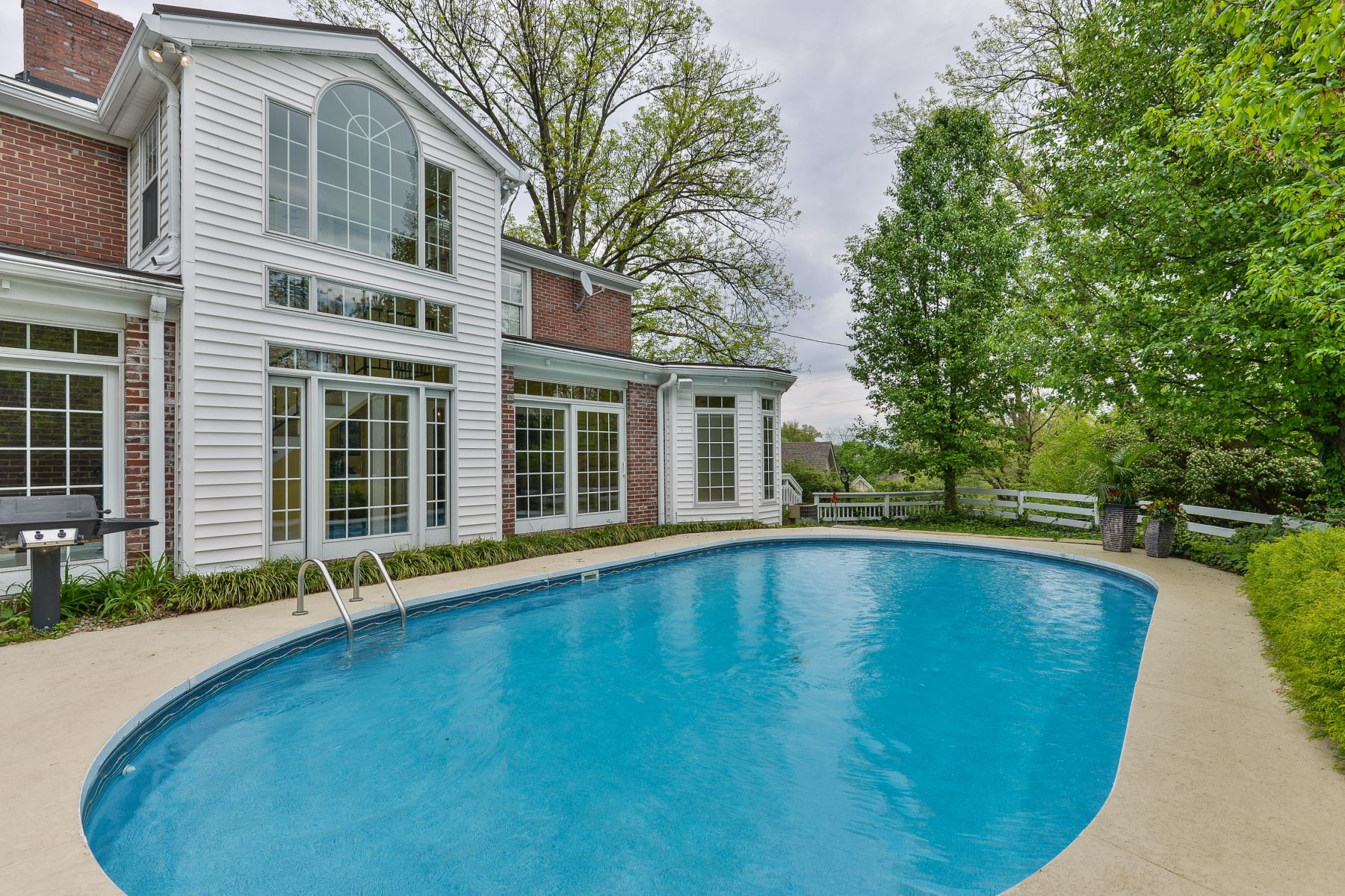 Additional photo for property listing at 2900 Newburg Road  Louisville, Kentucky 40205 United States