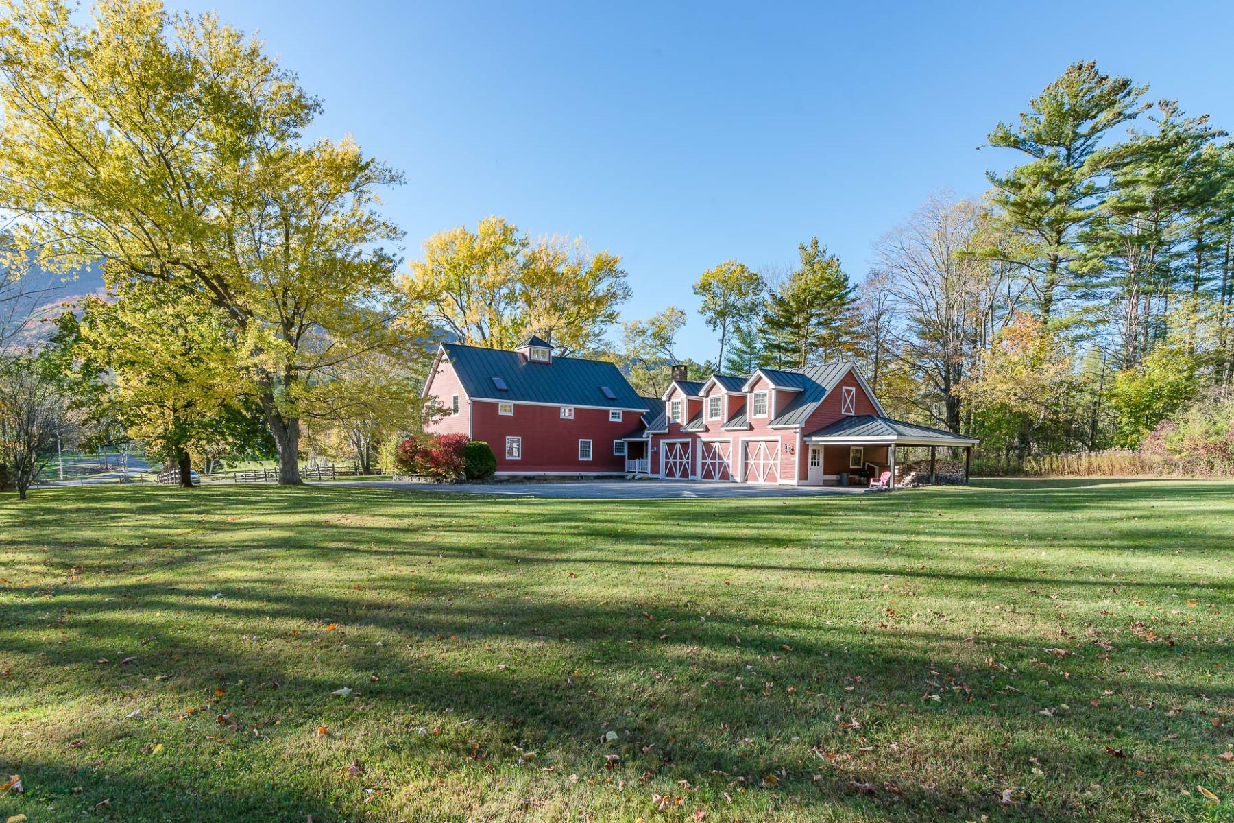 واحد منزل الأسرة للـ Sale في Exceptional Country Home 1272 West Manchester, Vermont 05255 United States