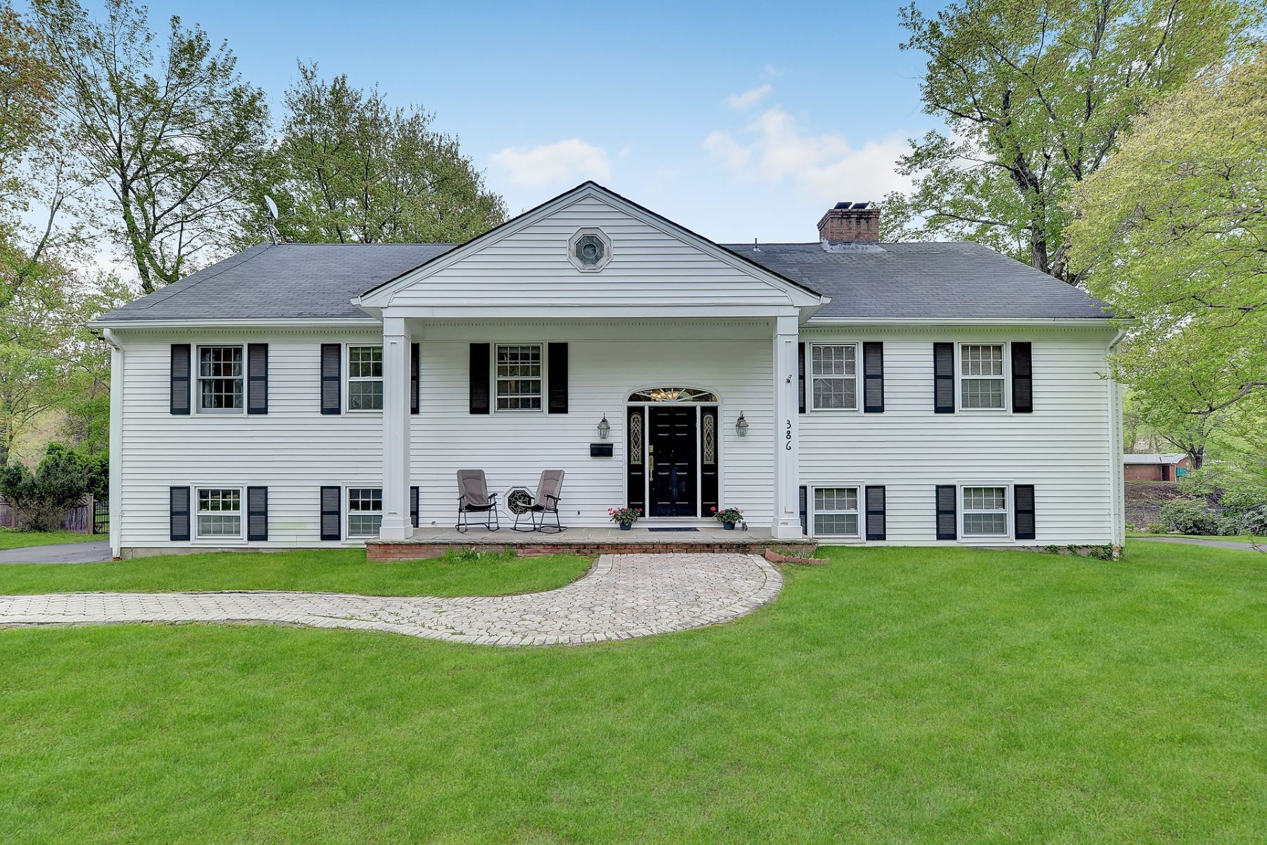 Single Family Homes for Sale at Incredibly spacious 4900+sf 5brs 3.5 baths home on picturesque Rambaut Lake. 386 W Shore Dr Wyckoff, New Jersey 07481 United States