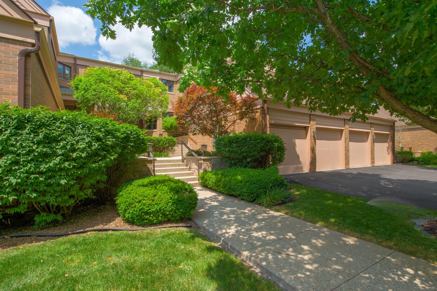 Vivienda unifamiliar por un Venta en Elegant without pretense 1302 Hawthorne Lane, Unit 1302, Hinsdale, Illinois, 60521 Estados Unidos