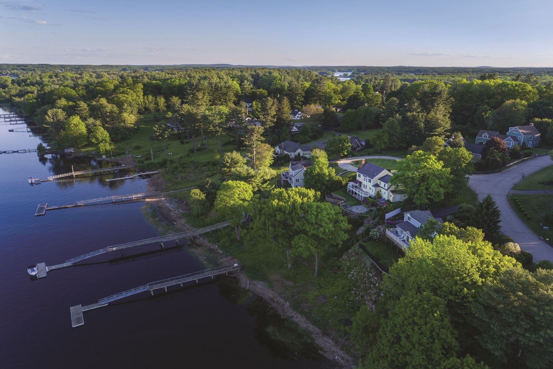 Casa Unifamiliar por un Venta en Direct Waterfront Home with Private Dock at Landing Way 13 Landing Way Dover, Nueva Hampshire, 03820 Estados Unidos