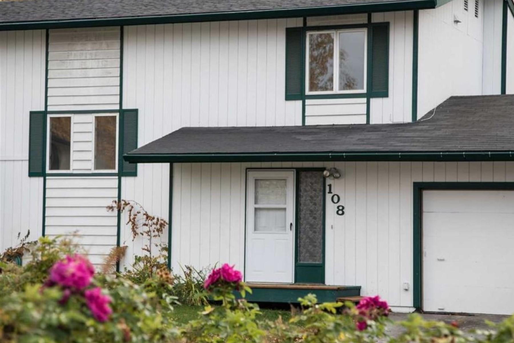Condominiums por un Venta en Condominium 108 Maple Drive Fairbanks, Alaska 99709 Estados Unidos