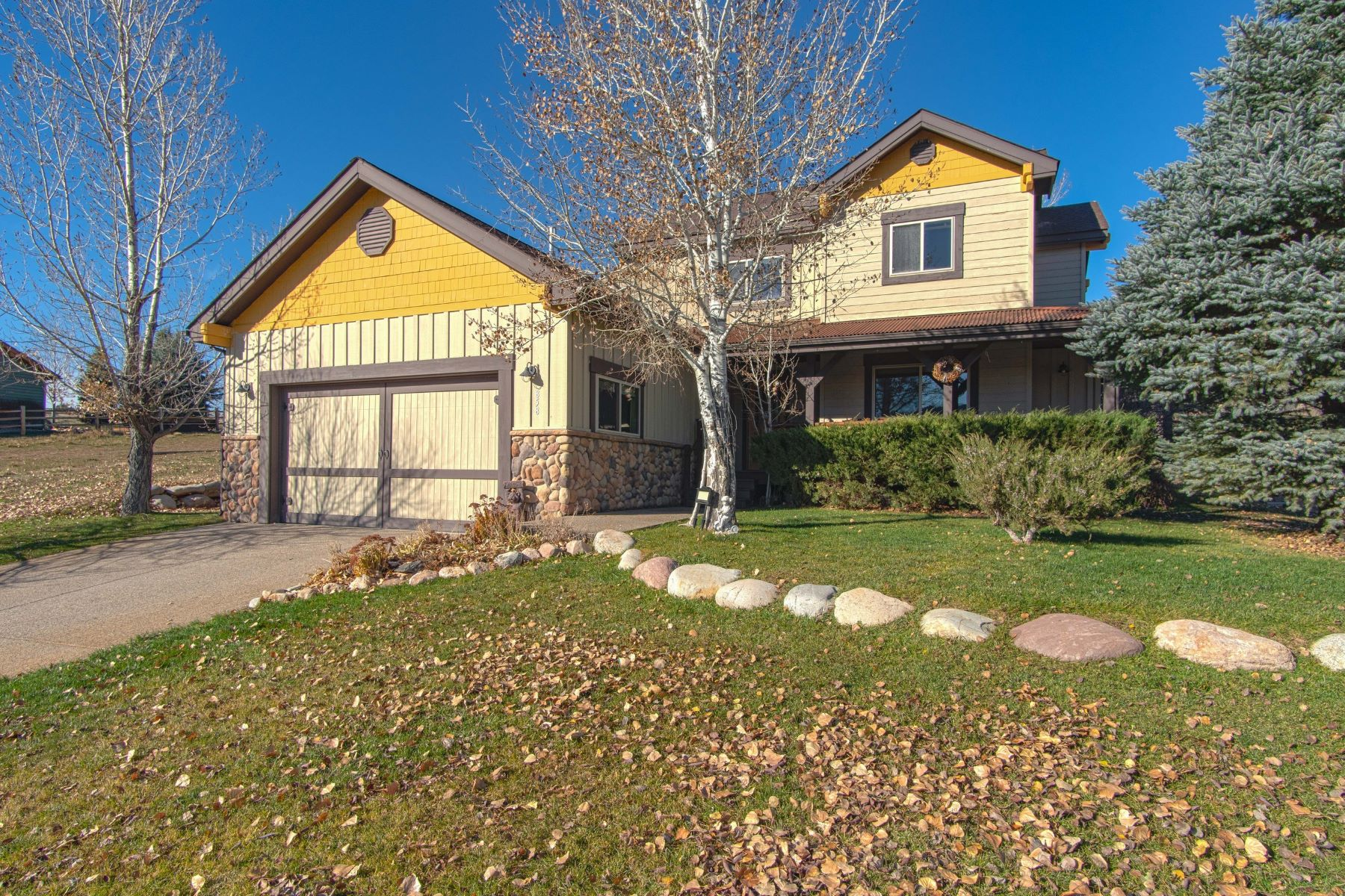 Single Family Home for Active at Well Maintained Home Backs to Open Space 858 Ute Circle New Castle, Colorado 81647 United States