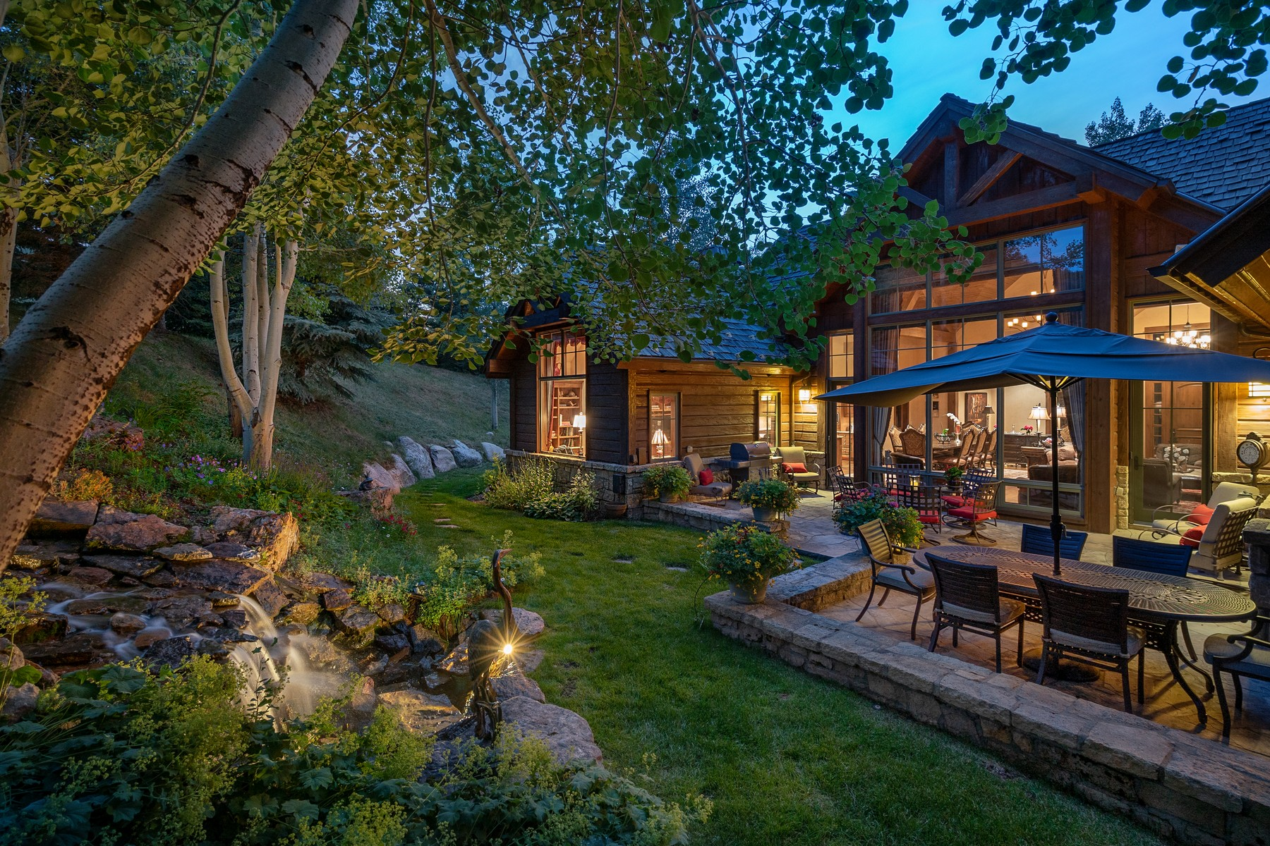 Single Family Homes للـ Sale في Spacious open floor plan 20 Eagle River Road, Edwards, Colorado 81632 United States