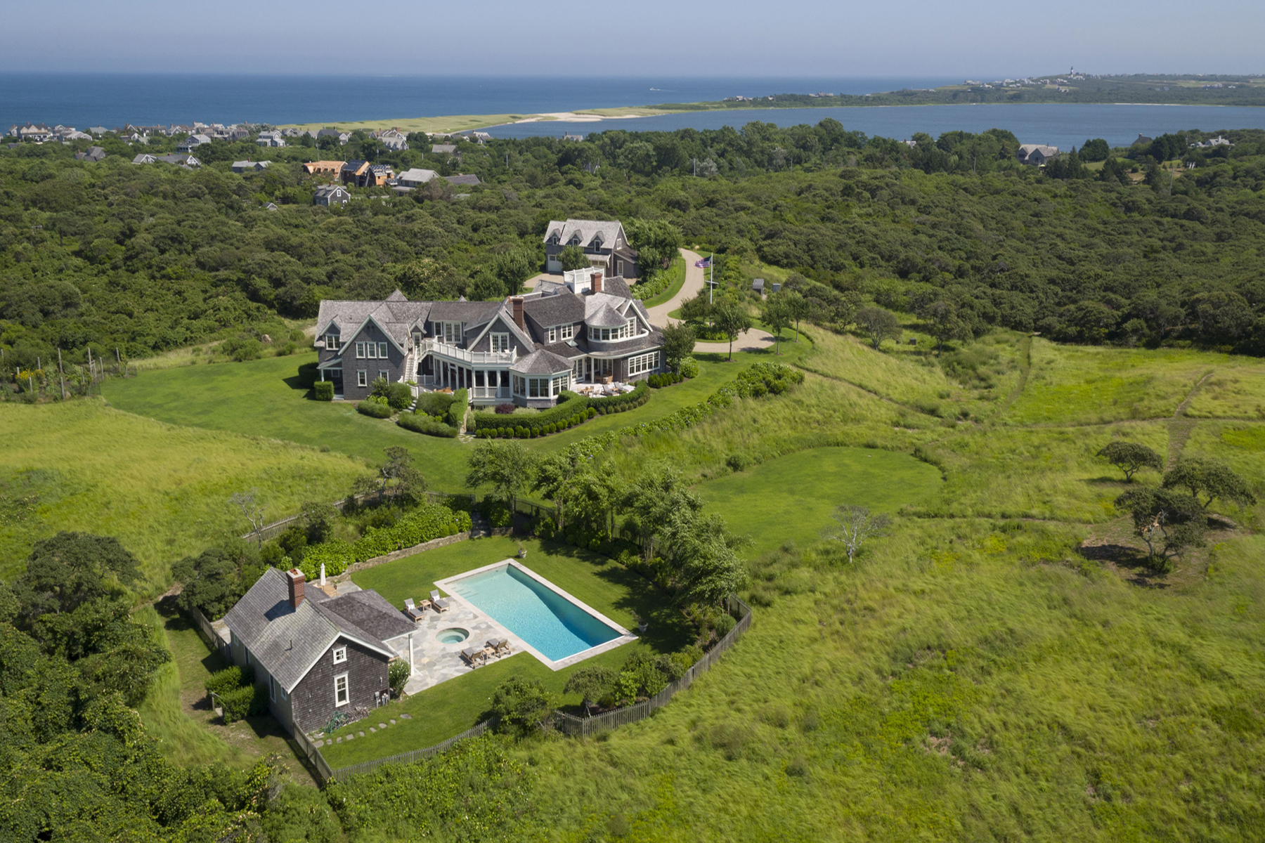 واحد منزل الأسرة للـ Sale في Private Estate Over 14 Acres 30R Quidnet Rd Nantucket, Massachusetts 02554 United States