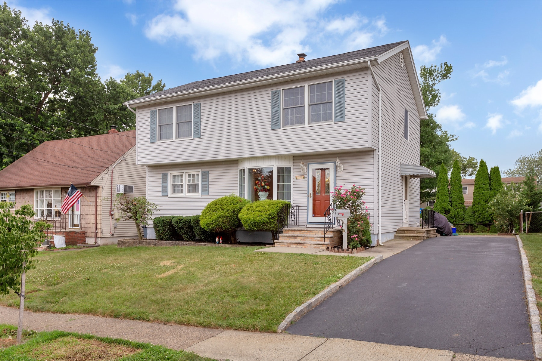 Single Family Homes for Rent at Bright 4 Bedroom Rental 5 Craig Pl., Nutley, New Jersey 07110 United States