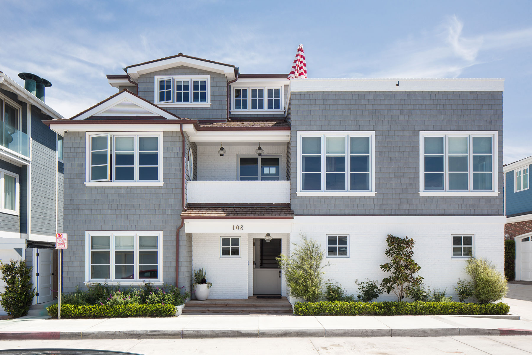 Maison unifamiliale pour l Vente à 108 11th Street Newport Beach, Californie, 92661 États-Unis