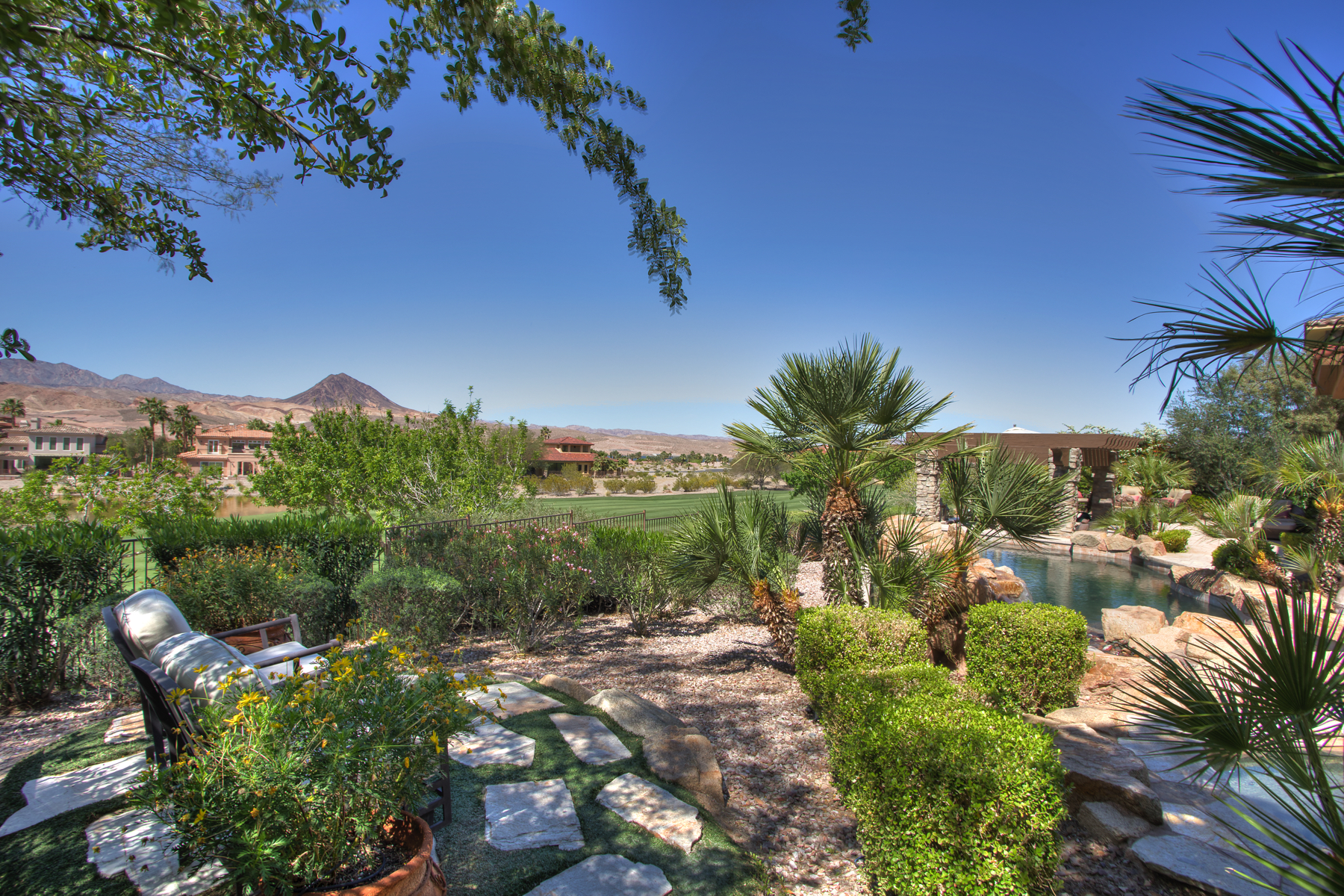 Additional photo for property listing at 2 Via Modena Ct  Henderson, Nevada 89011 United States