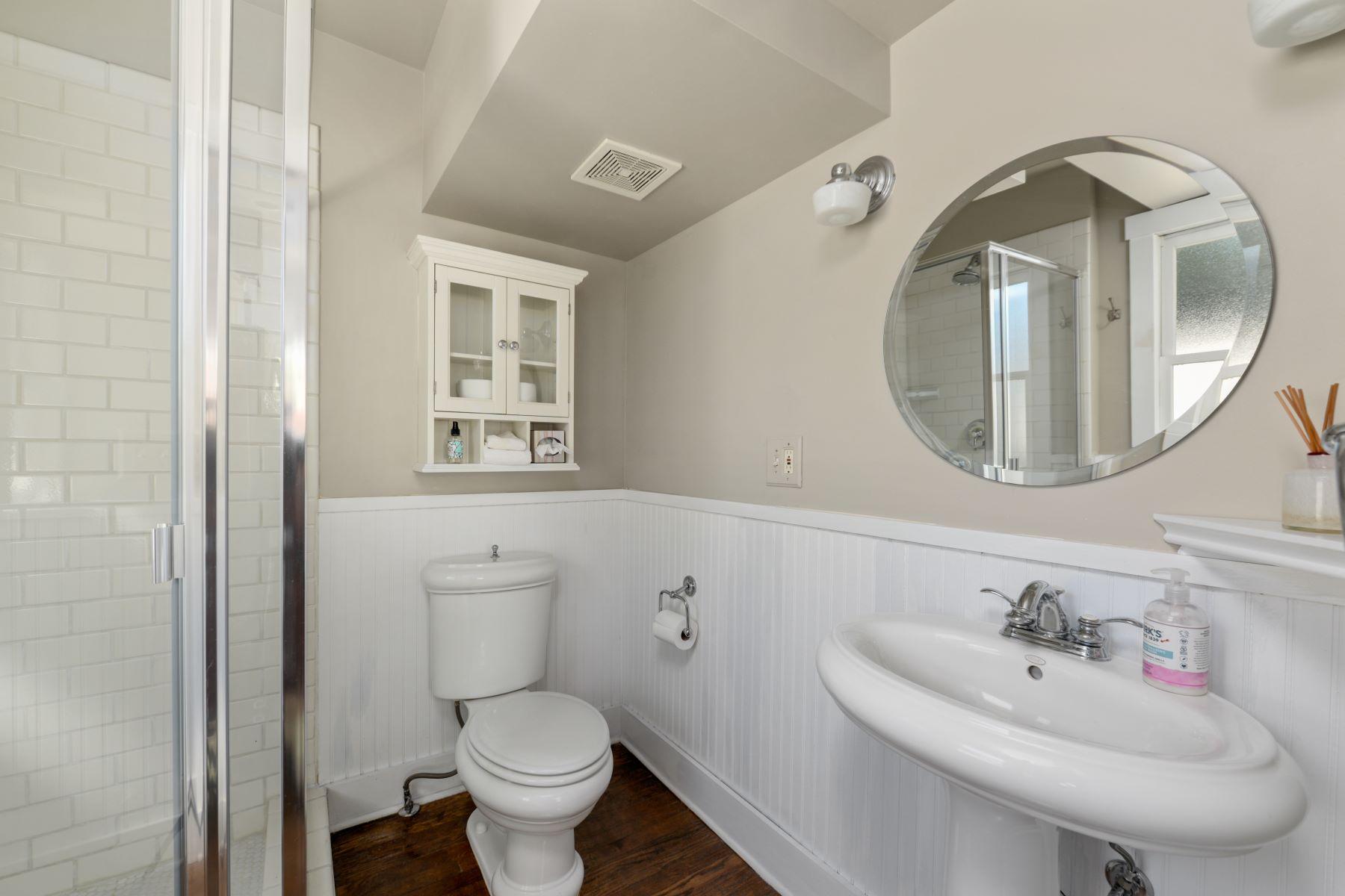 Additional photo for property listing at  Kansas City, Missouri 64111 United States