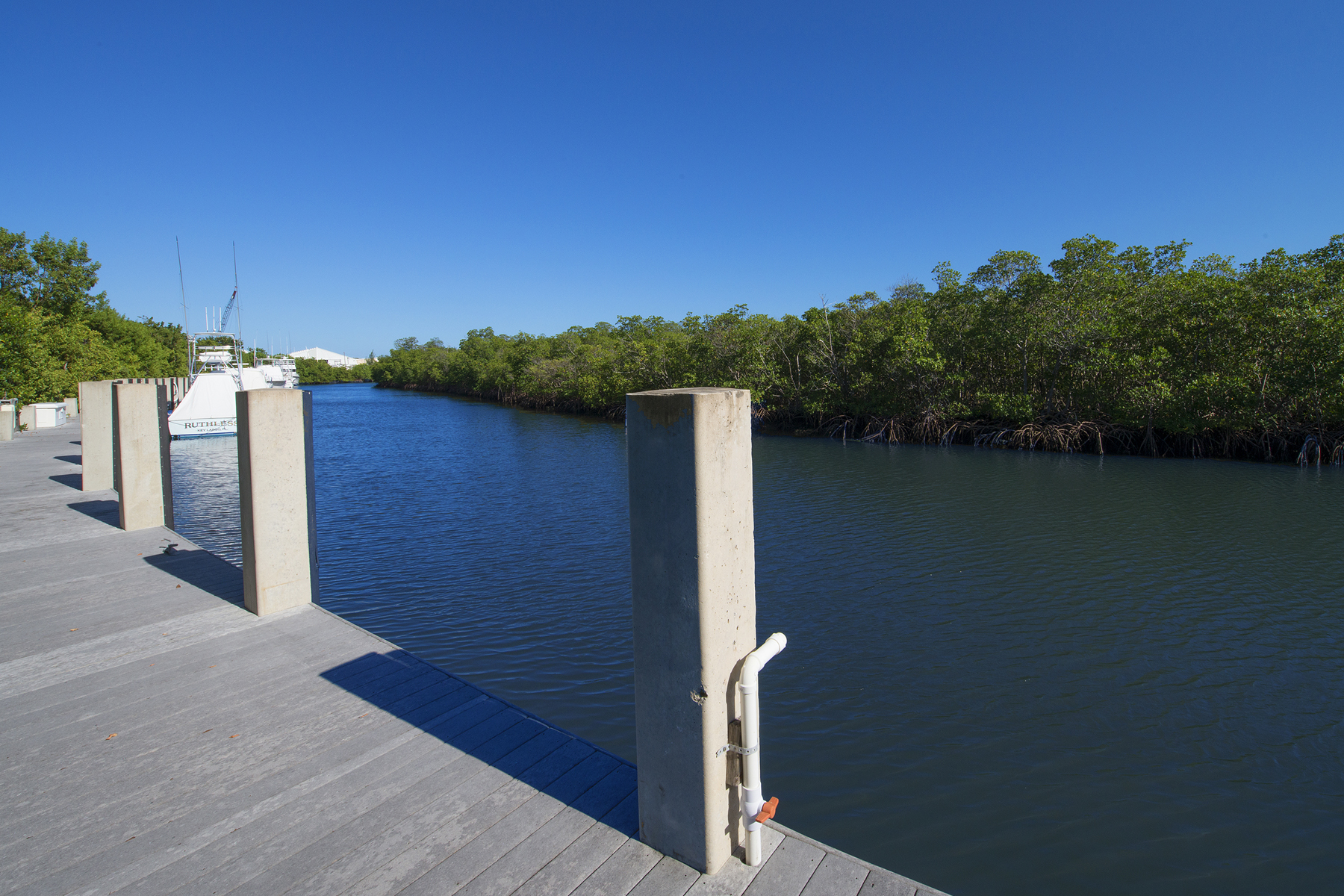 Additional photo for property listing at Prime Dockage Location at Ocean Reef 11 Gate House Road, Dock AS-11 Key Largo, Florida 33037 Amerika Birleşik Devletleri
