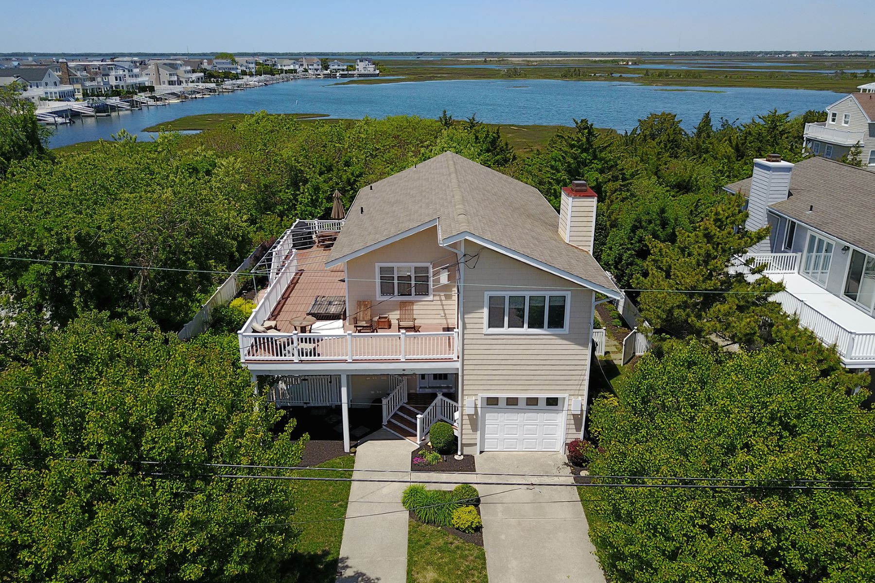 Single Family Home for Sale at Discreet Beach Hideout 4042 Fourth Avenue Avalon, New Jersey 08202 United States