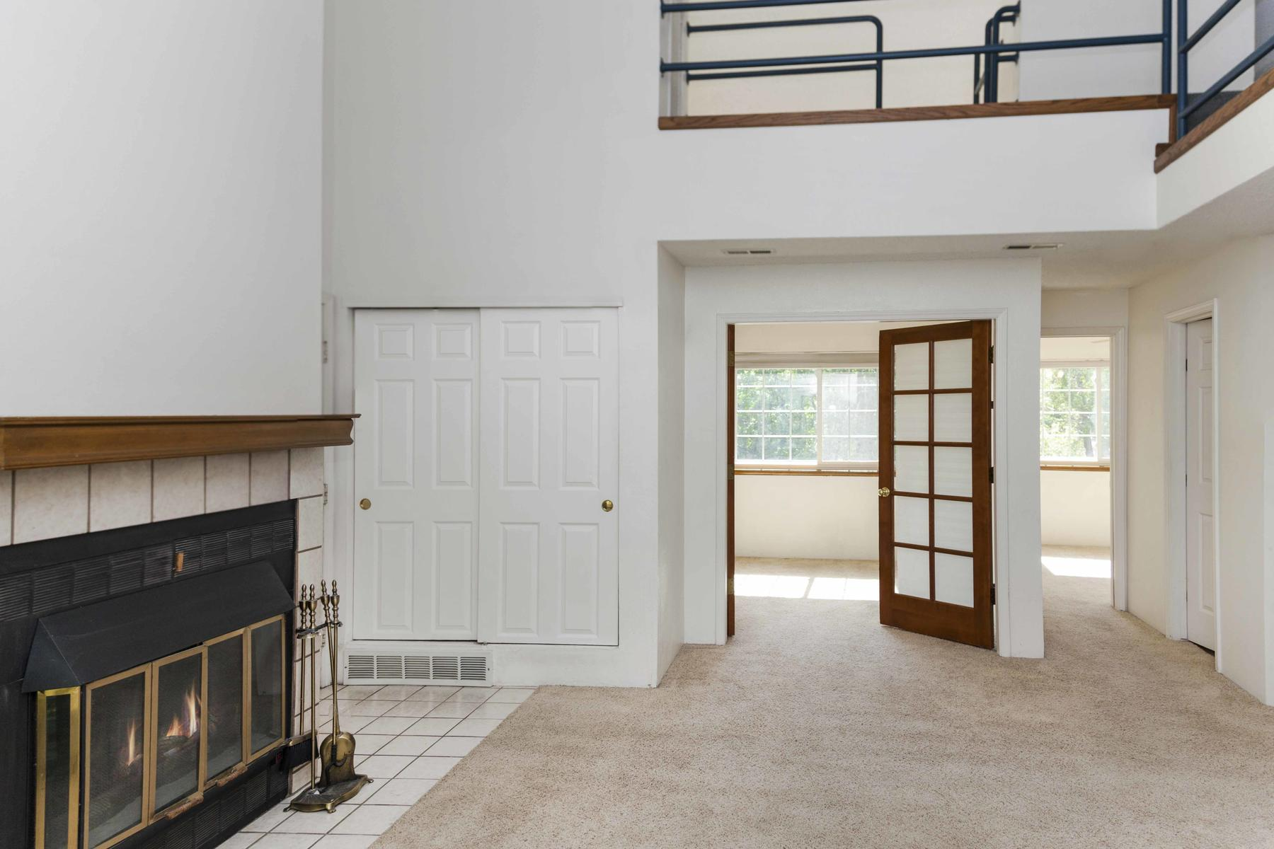 Additional photo for property listing at Updated Gem With A Loft And Garage 4791 White Rock Cir Boulder, Colorado 80301 United States