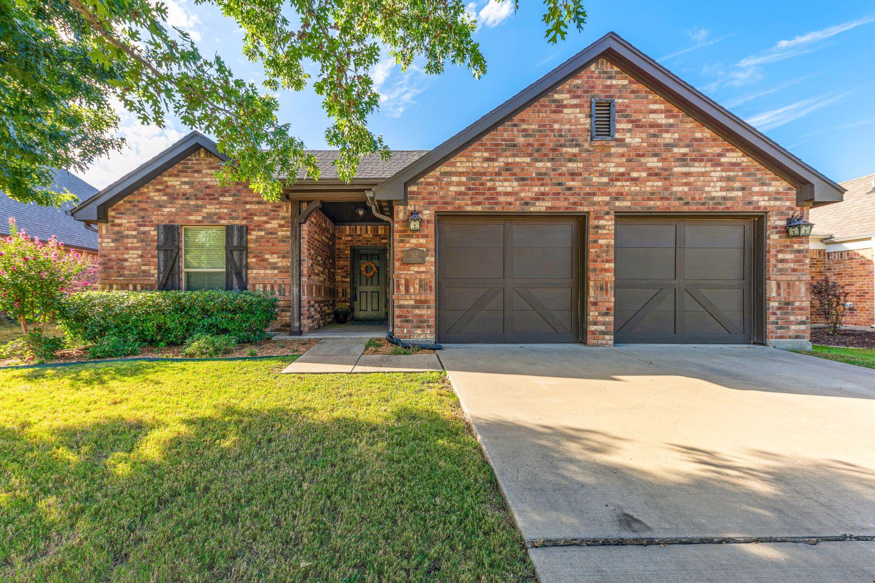 Single Family Homes por un Venta en Benbrook, Texas 76126 Estados Unidos