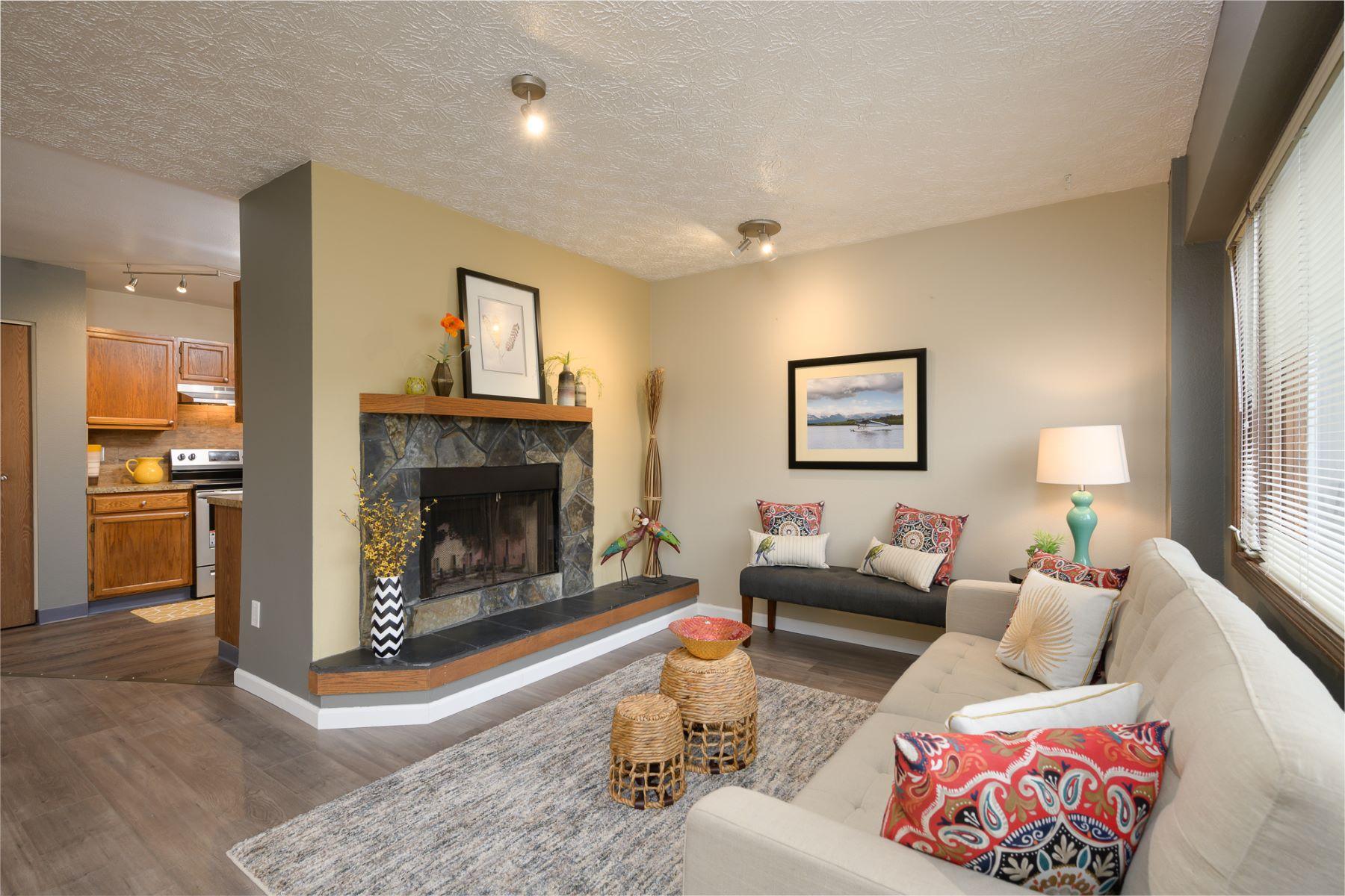 Condominiums voor Verkoop op 837 Merlin Loop # C4, Anchorage, Alaska 99518 Verenigde Staten