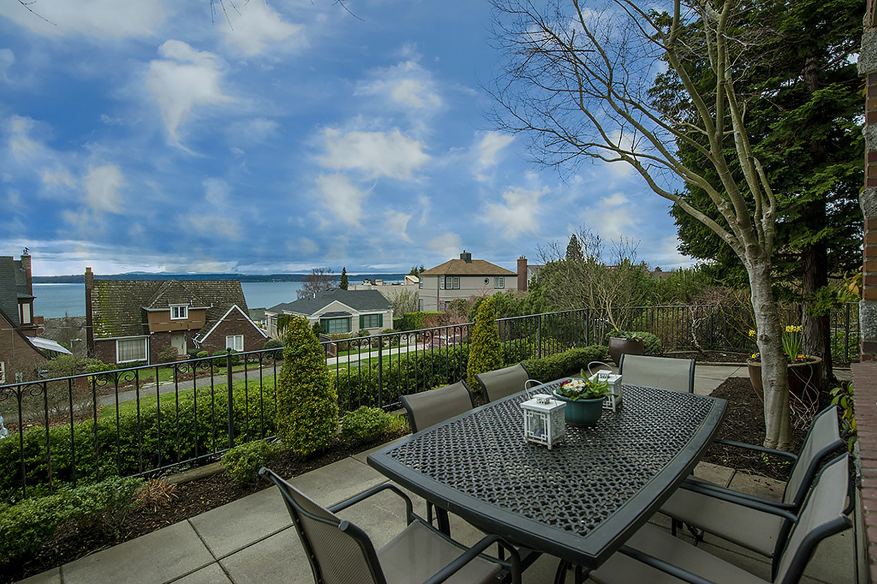 Additional photo for property listing at 4256 Glenmont Lane, Seattle 4256 W Glenmont Ln Seattle, Washington 98199 United States