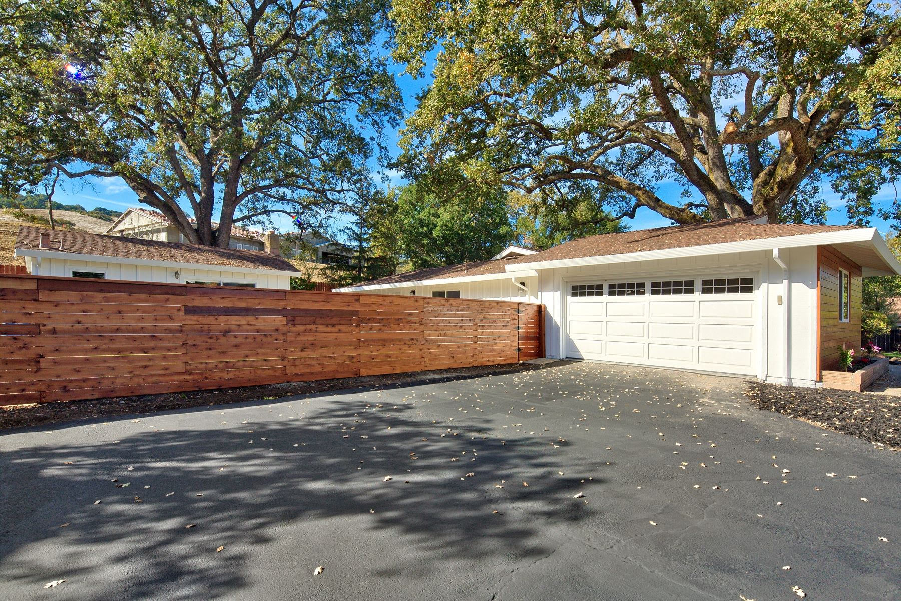 Additional photo for property listing at Modern Contemporary Farmhouse 1023 Westridge Avenue Danville, California 94526 United States