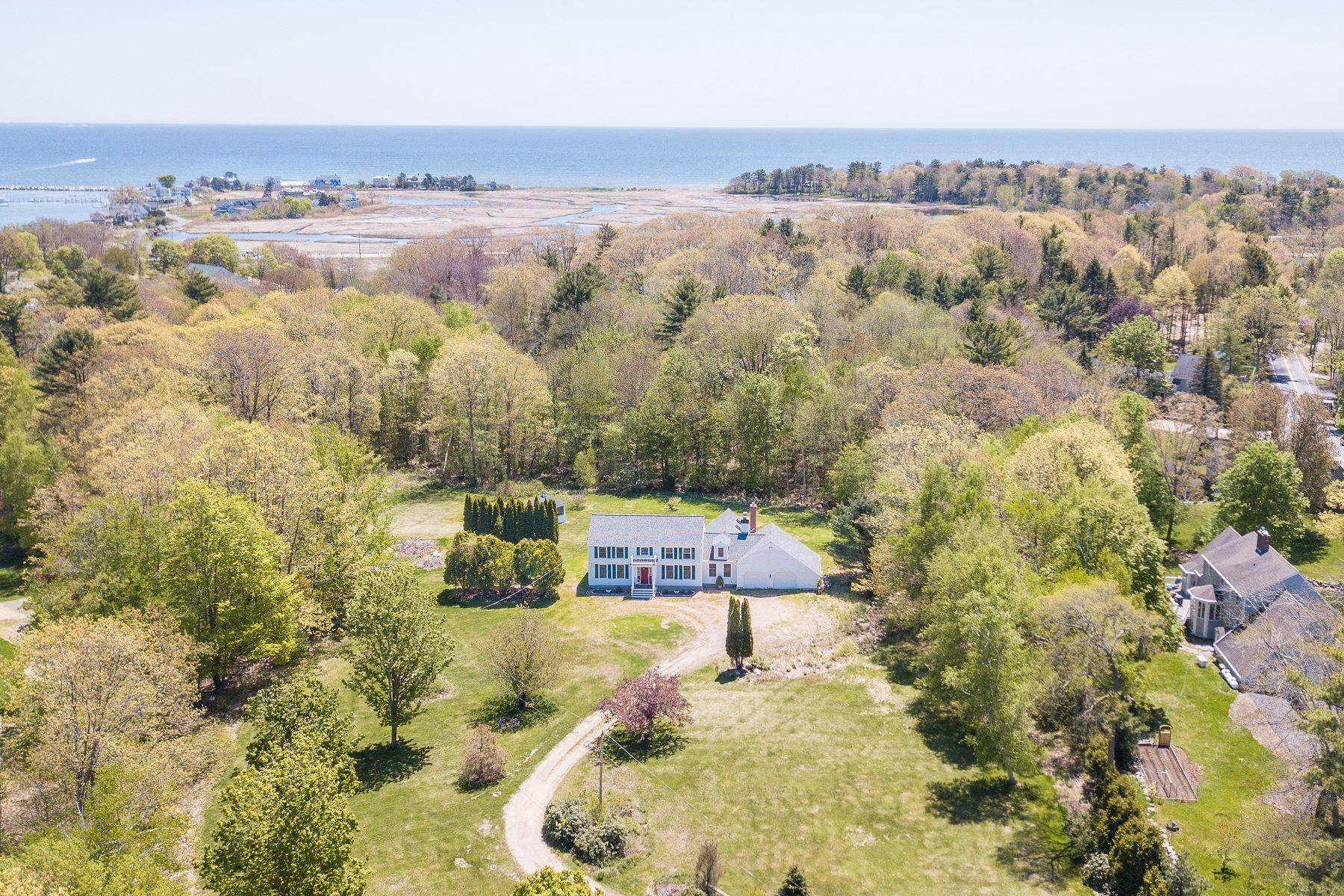 Single Family Homes 为 销售 在 Charming Colonial on 5+ Acres Near Rye Harbor 15 Recreation Road 拉伊, 新罕布什尔州 03870 美国