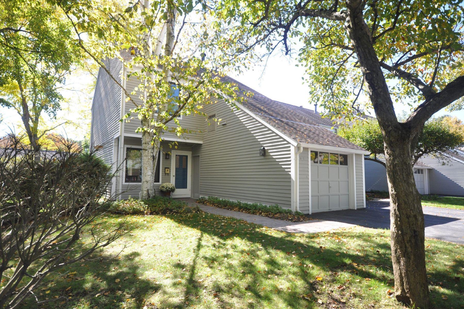 Casa Unifamiliar por un Alquiler en West Concord Village 4 Concord Greene Unit 1 Concord, Massachusetts 01742 Estados Unidos