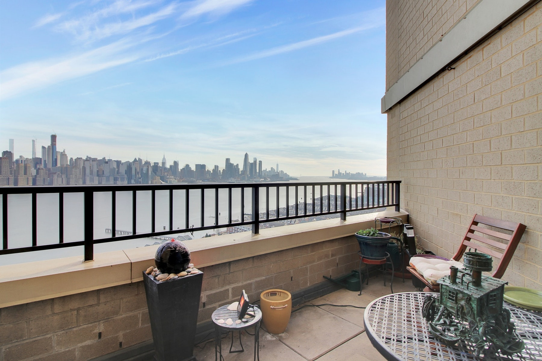 Condominiums por un Venta en The Galaxy 7002 Boulevard East #24E Guttenberg, Nueva Jersey 07093 Estados Unidos