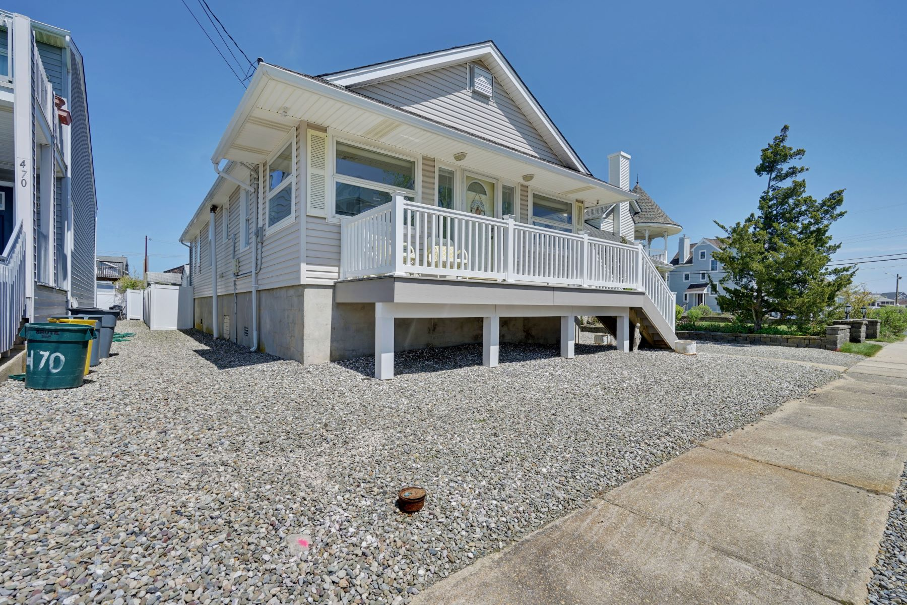 Single Family Homes per Vendita alle ore A Manasquan Treasure 474 Euclid Avenue, Manasquan, New Jersey 08736 Stati Uniti