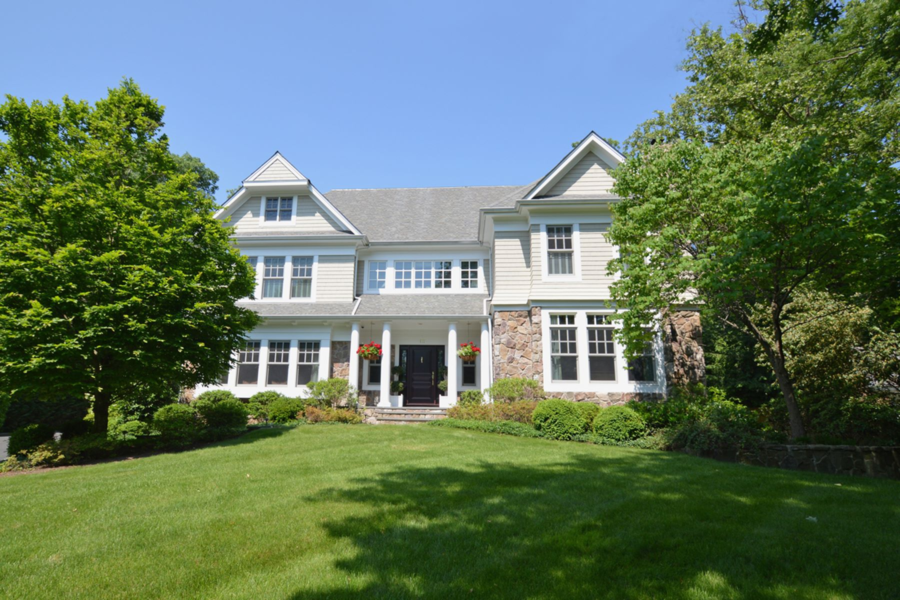 Частный односемейный дом для того Продажа на Masterfully built Northside Center Hall Colonial 111 Whittredge Road Summit, Нью-Джерси 07901 Соединенные Штаты