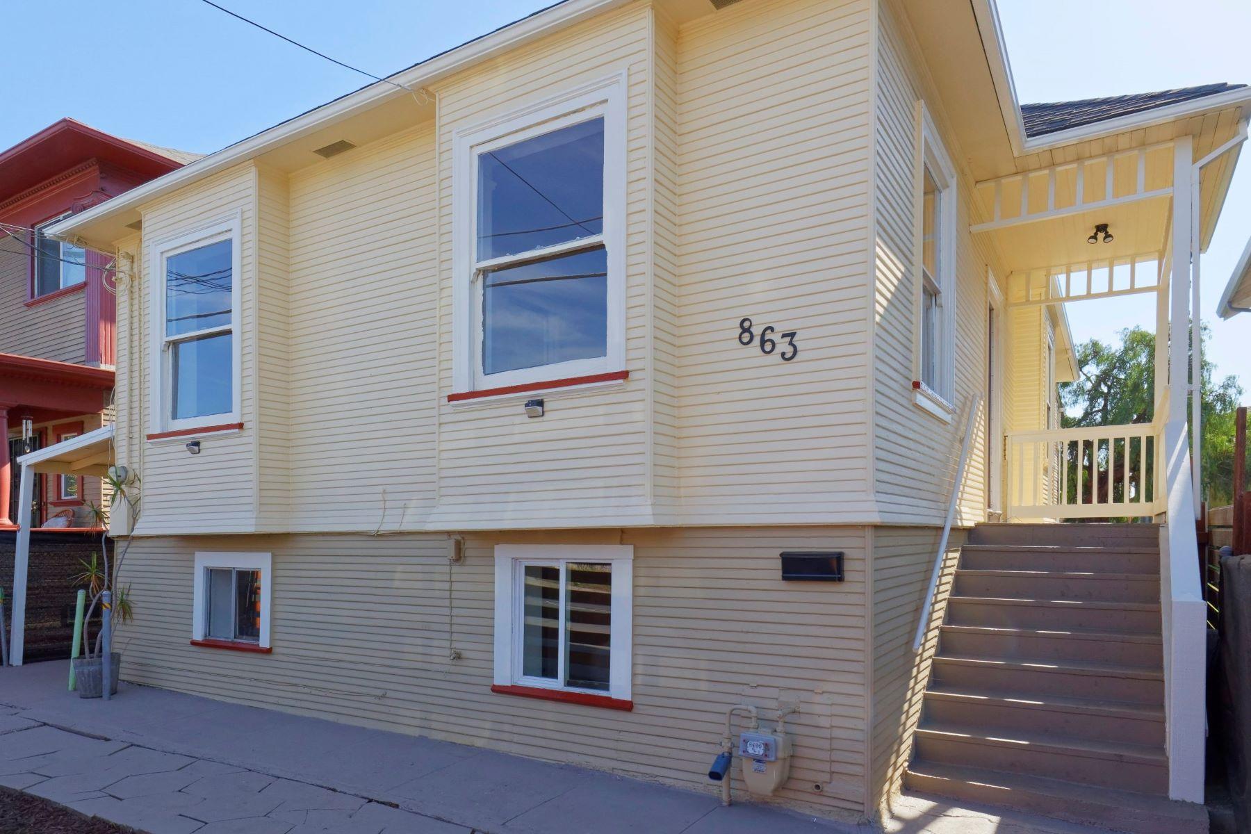 Duplex Homes por un Venta en Darling Duplex in West Oakland 863 35th Street Oakland, California 94608 Estados Unidos