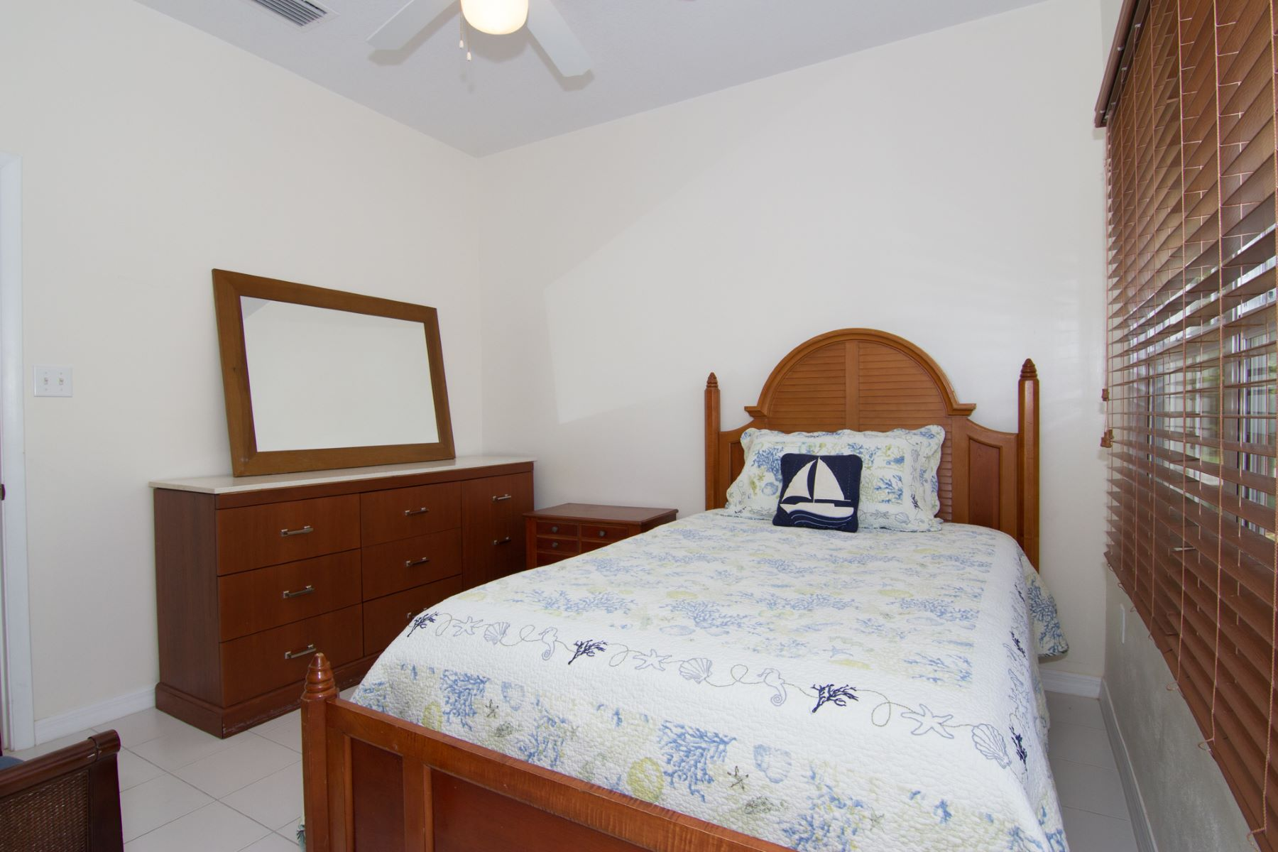 Additional photo for property listing at Ocean Breeze #3 东区, 大开曼岛 开曼群岛