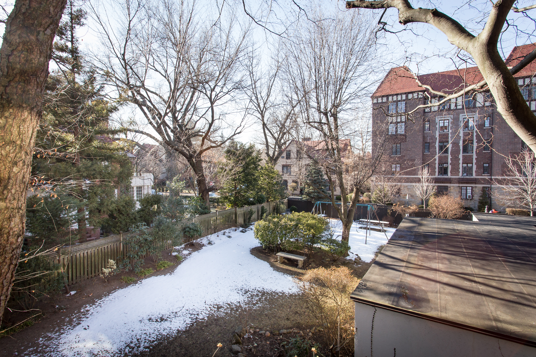 "Additional photo for property listing at ""1 BEDROOM APT. WITH LOTS OF CHARACTER"" 1 Ascan Avenue, Apt #27, Forest Hills Gardens, Forest Hills, Nueva York 11375 Estados Unidos"