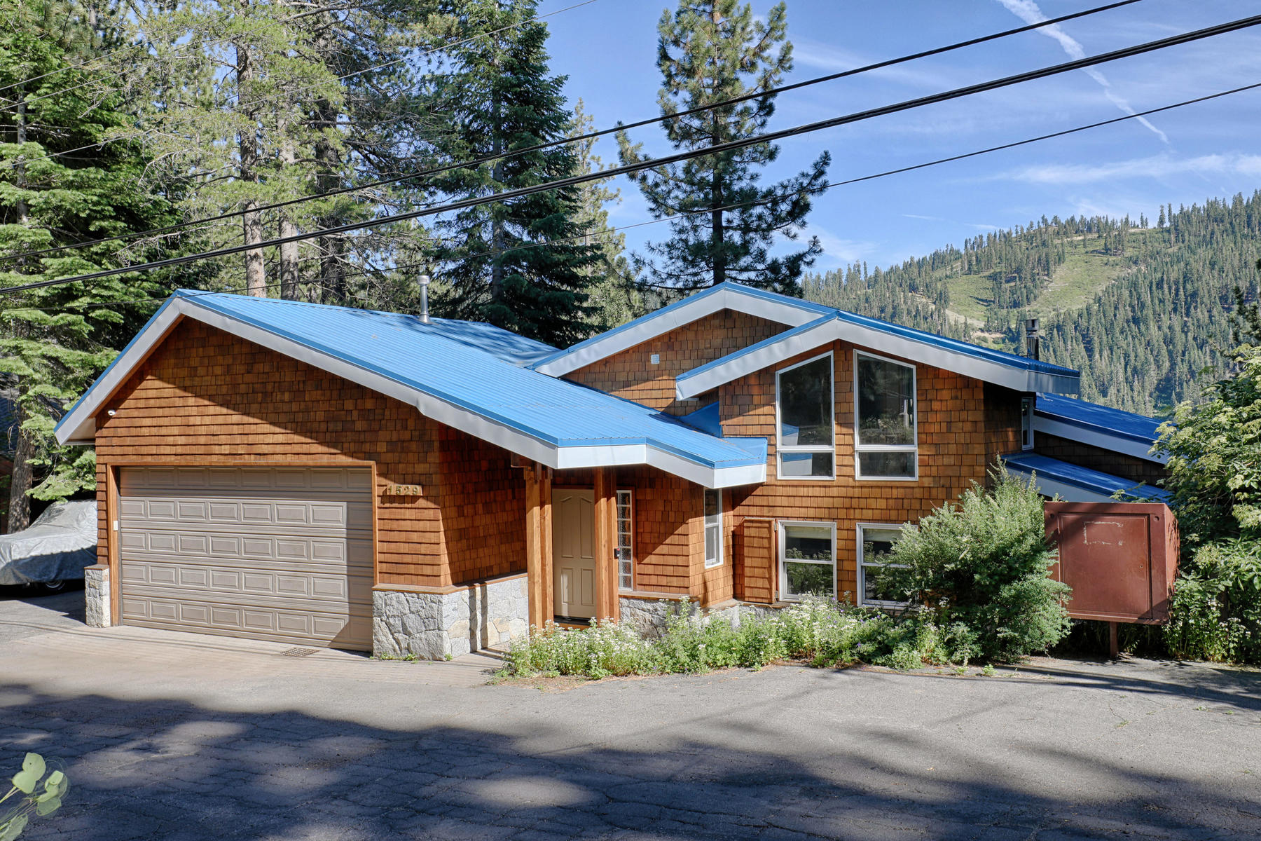 Single Family Home for Active at 1529 Sandy Way, Olympic Valley, CA 1529 Sandy Way Olympic Valley, California 96146 United States