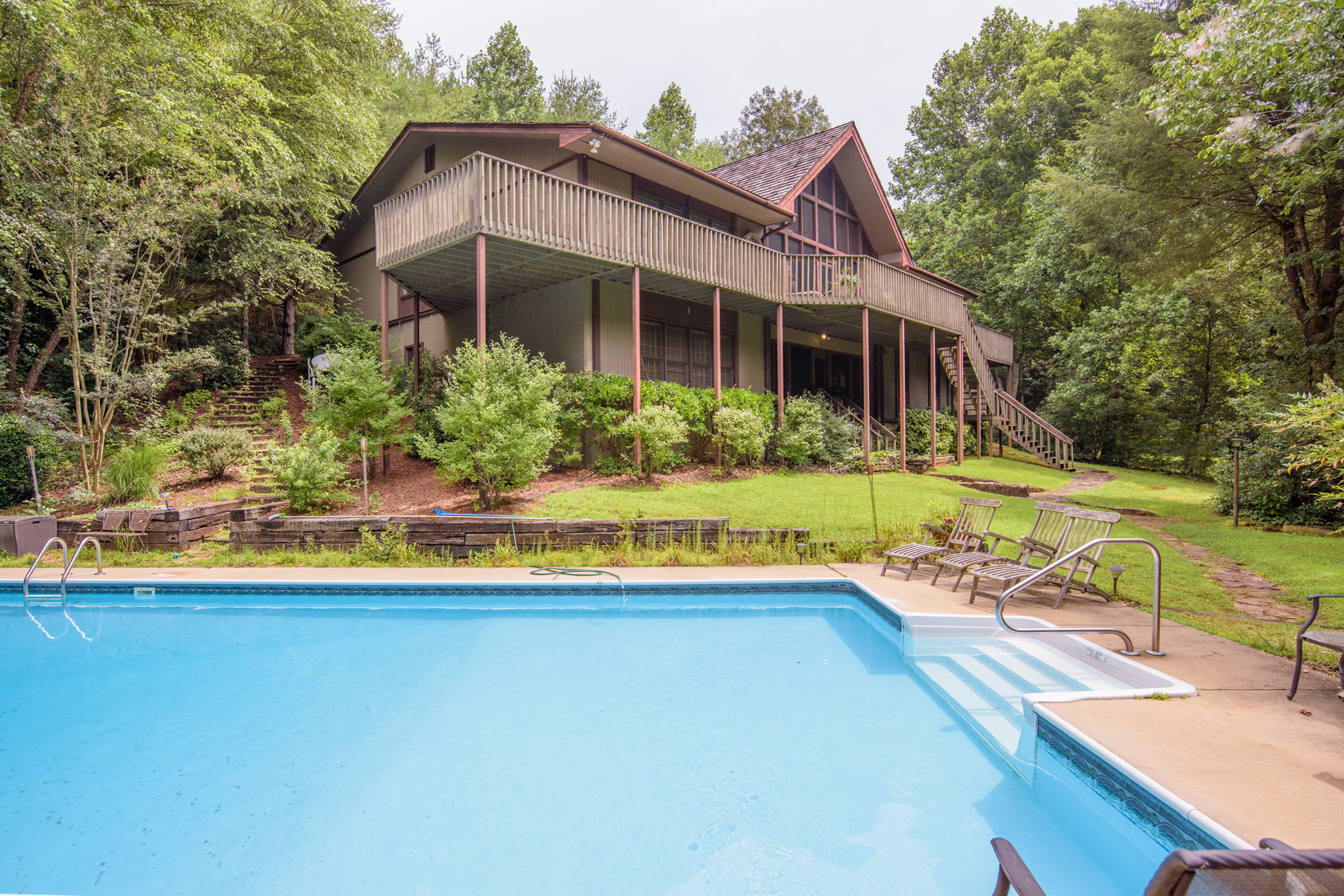 Additional photo for property listing at Riverfront Living on the Soque River 160 Red Oak Lane Clarkesville, Georgien 30523 Usa