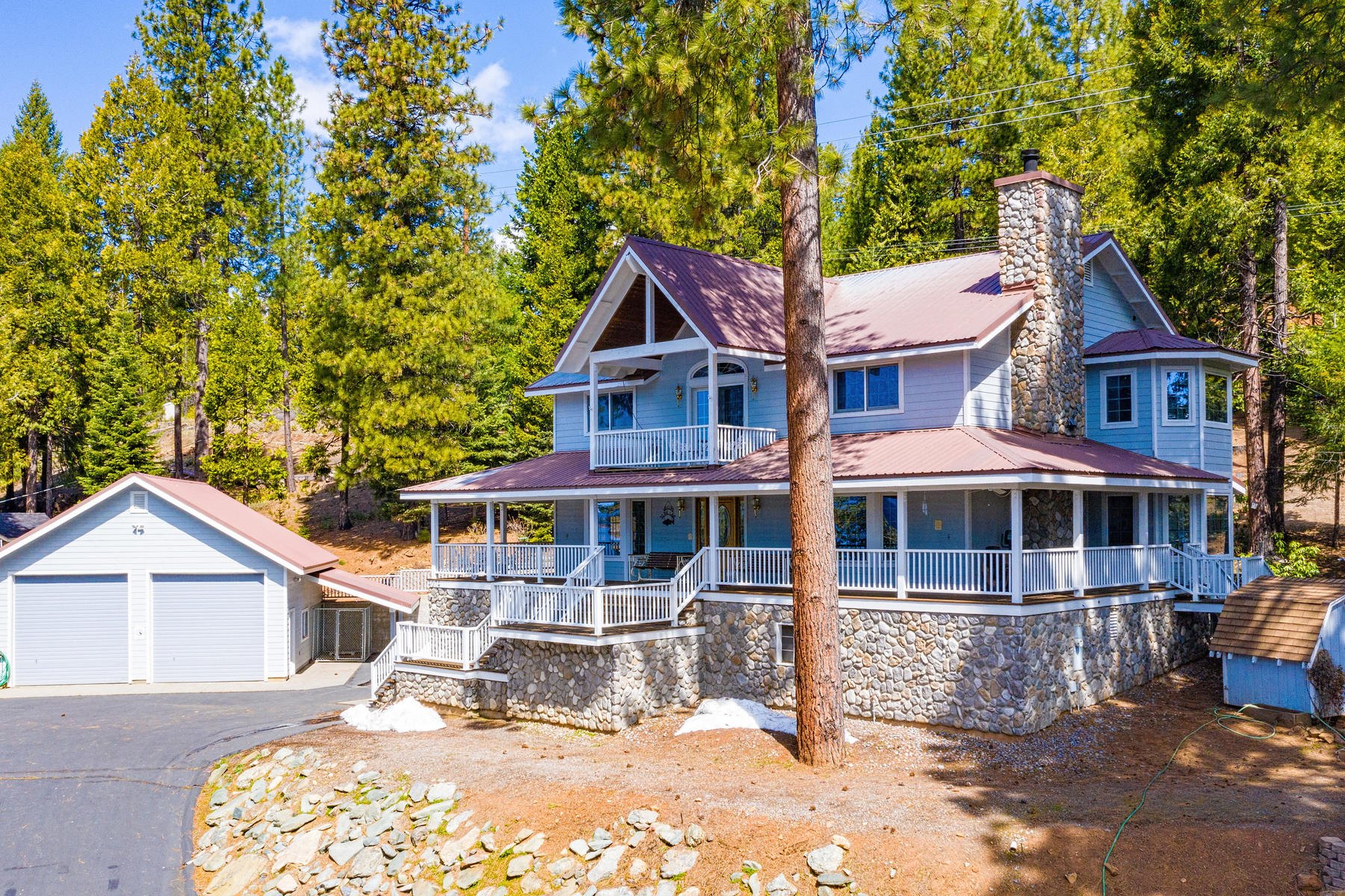 Single Family Homes por un Venta en Panoramic lakeview home. 4074 Highway 147 Lake Almanor, California 96137 Estados Unidos