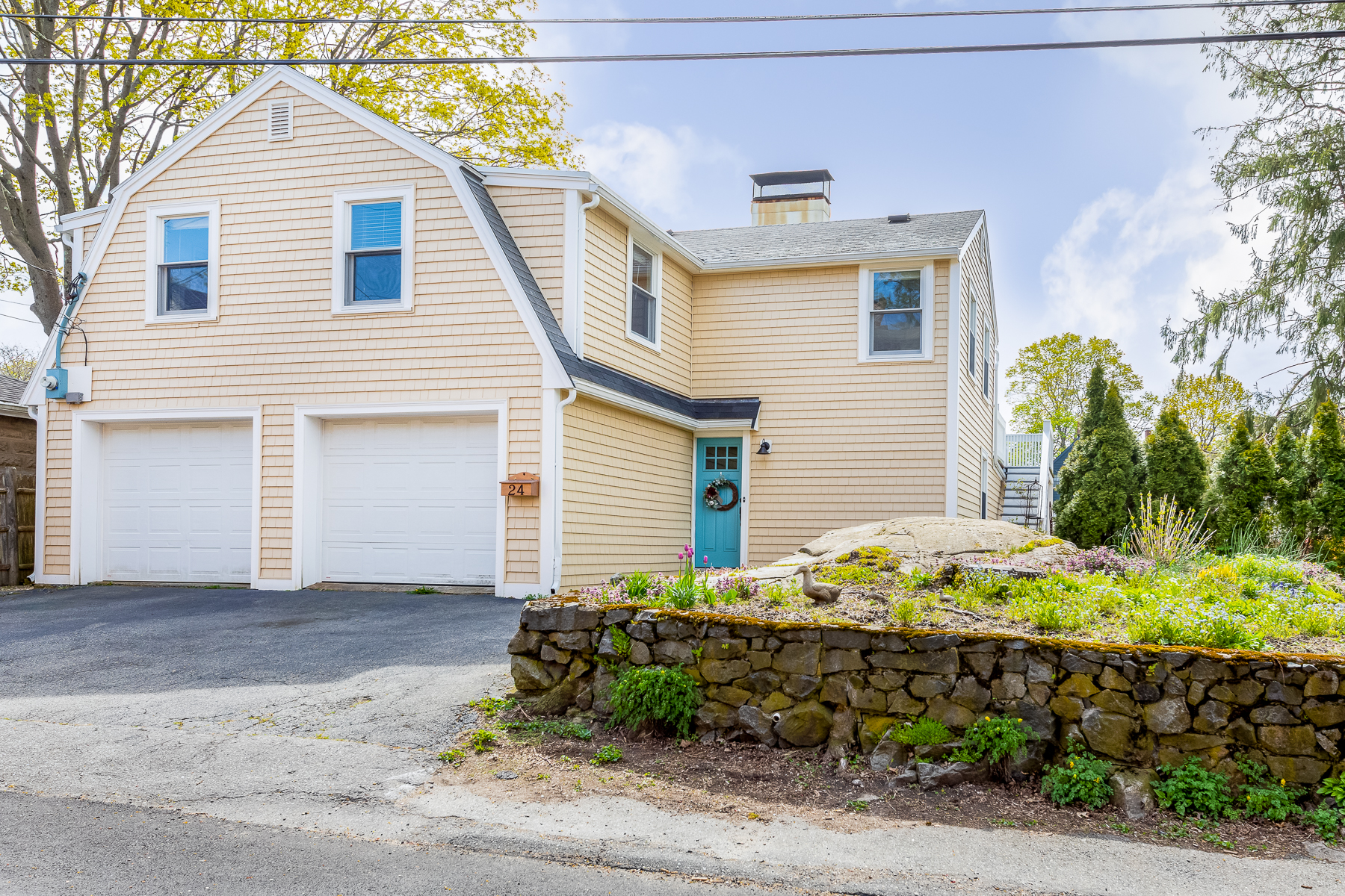 Single Family Homes for Active at Unique Home 1 block from historic area 24 Russell Street Marblehead, Massachusetts 01945 United States