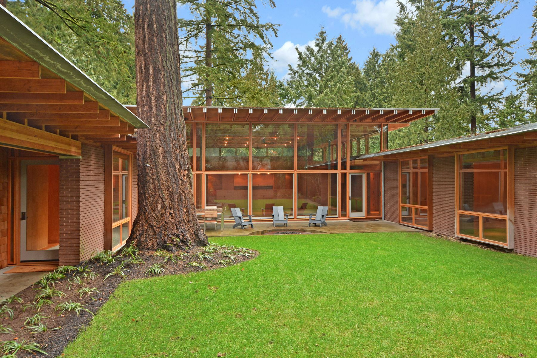 Single Family Home for Rent at Beaux Arts Village Courtyard 2737 107th Ave SE Beaux Arts, Washington 98004 United States