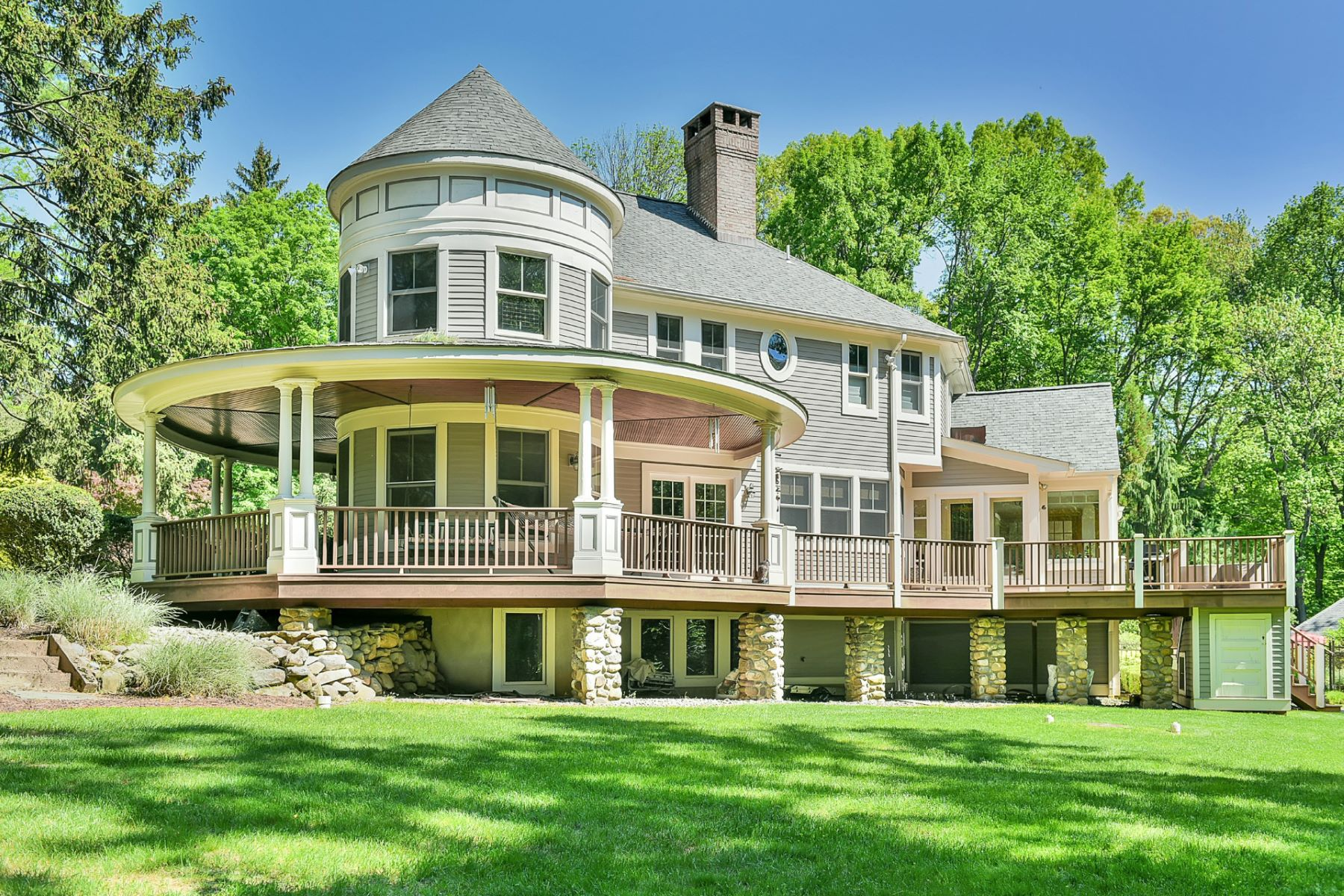 Single Family Home for Sale at Resort Style Estate 2.3 ac 424 West Saddle River Road, Upper Saddle River, New Jersey 07458 United States