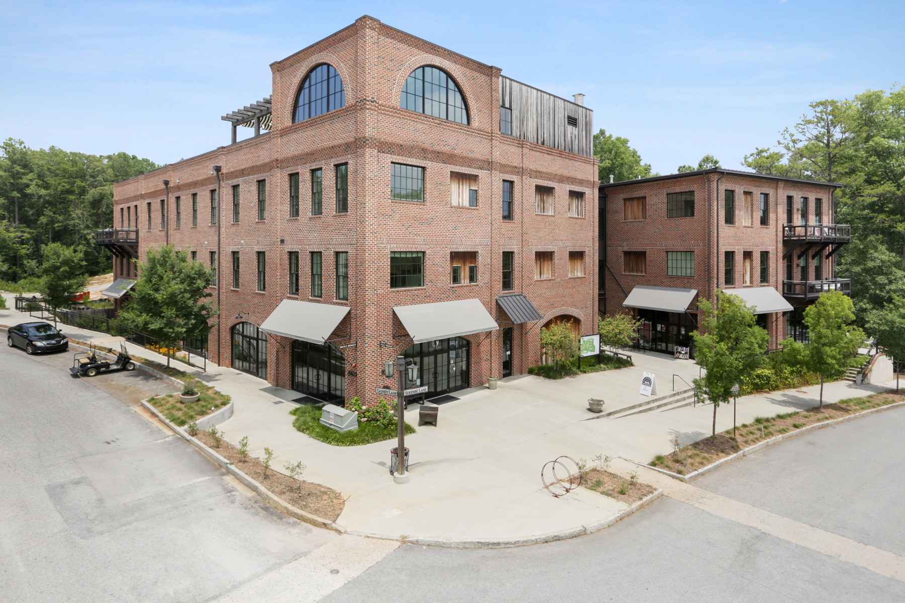 Property voor Verkoop op Sleek First Floor Studio Condominium in Serenbe Textile Lofts 10625 Serenbe Lane No. 106, Chattahoochee Hills, Georgië 30268 Verenigde Staten