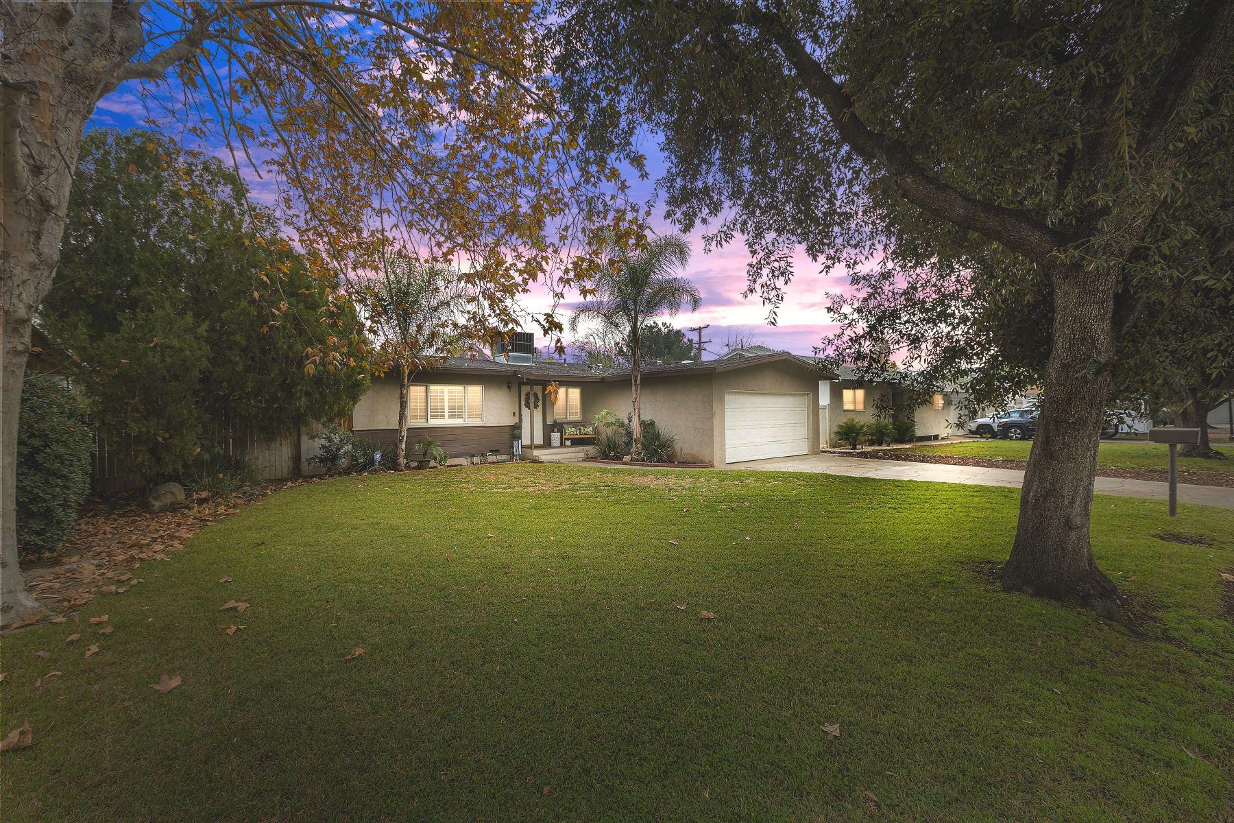 Single Family Homes para Venda às Riverside, Califórnia 92504 Estados Unidos