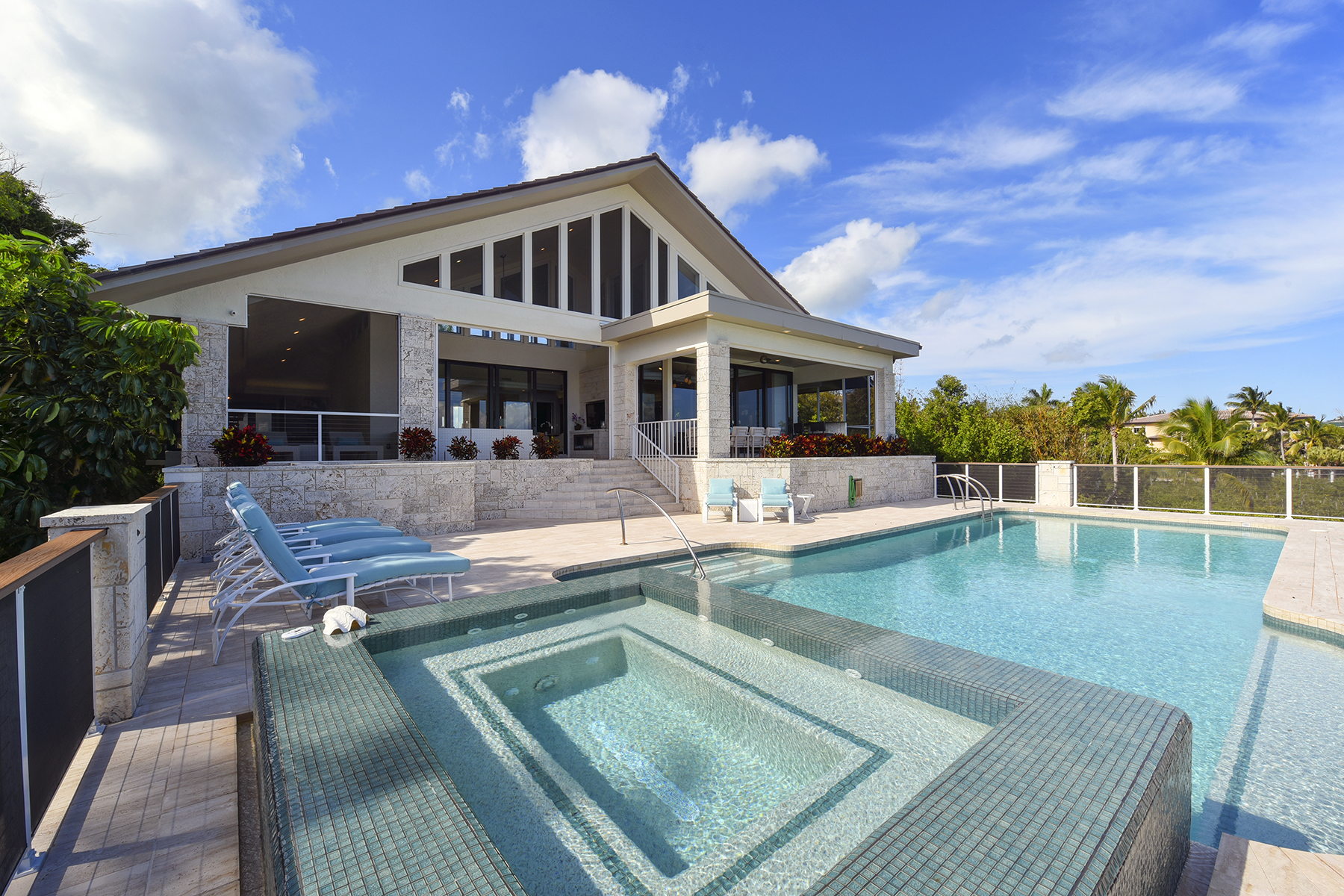 Single Family Homes for Sale at 11 Sunrise Cay Drive, Key Largo, FL 11 Sunrise Cay Drive Key Largo, Florida 33037 United States