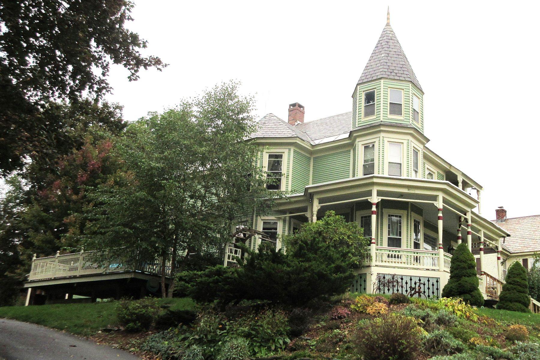 Частный односемейный дом для того Продажа на Splendid Victorian 49 Evergreen, Rutland, Вермонт, 05701 Соединенные Штаты