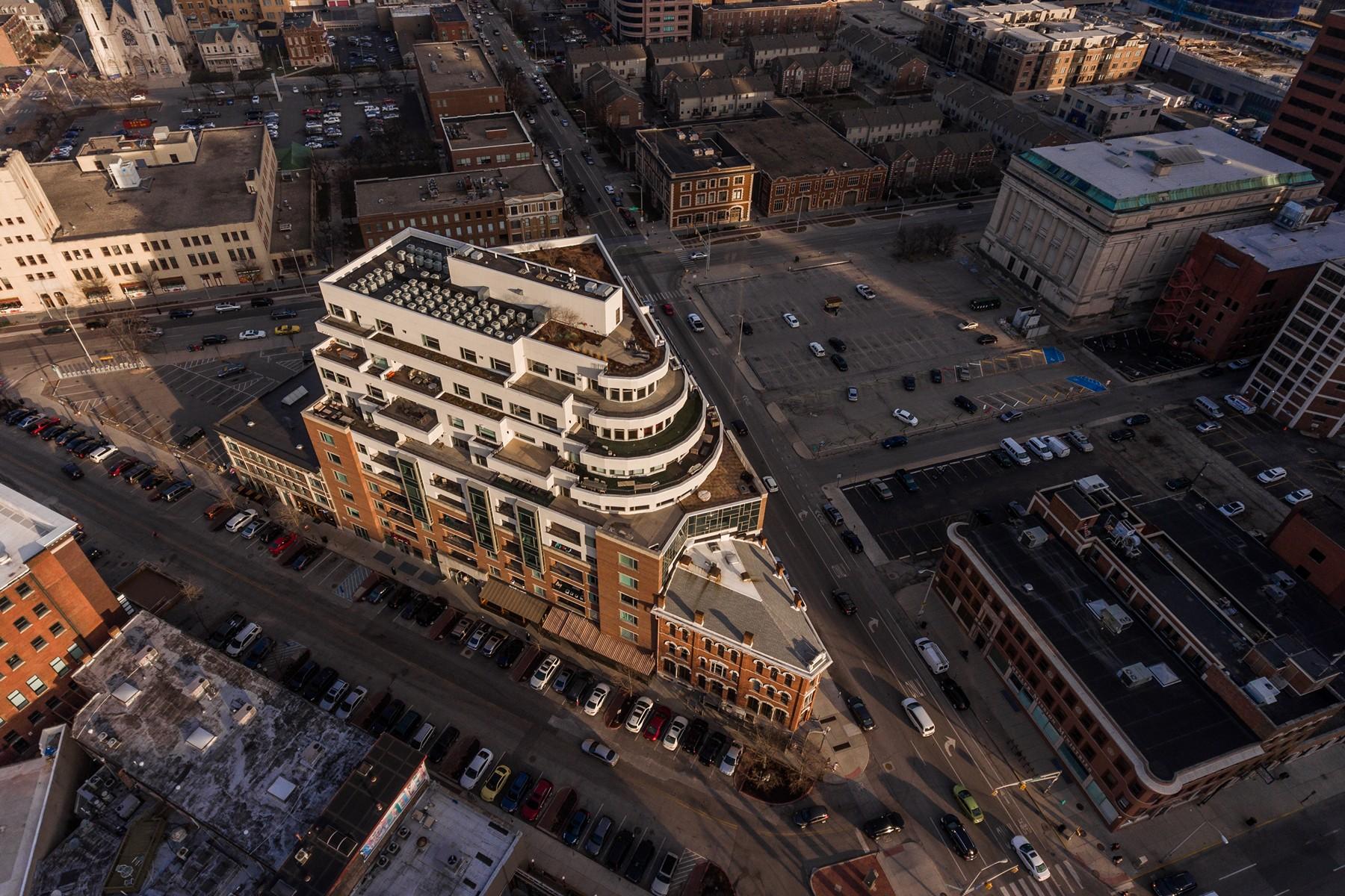 Condomínio para Venda às Upscale Finishes 333 Massachusetts Avenue #606 Indianapolis, Indiana, 46204 Estados Unidos