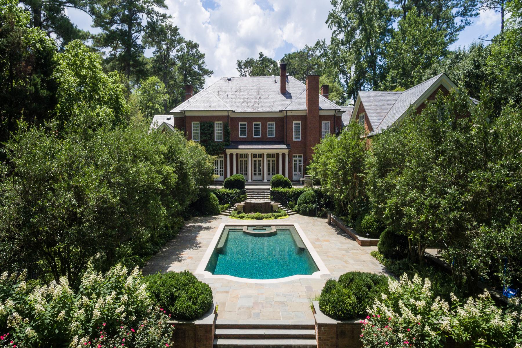 Eensgezinswoning voor Verkoop een t Elegant Traditional Home In The Prestigious Tuxedo Park Area Of Buckhead 449 Blackland Rd Atlanta, Georgië 30342 Verenigde Staten