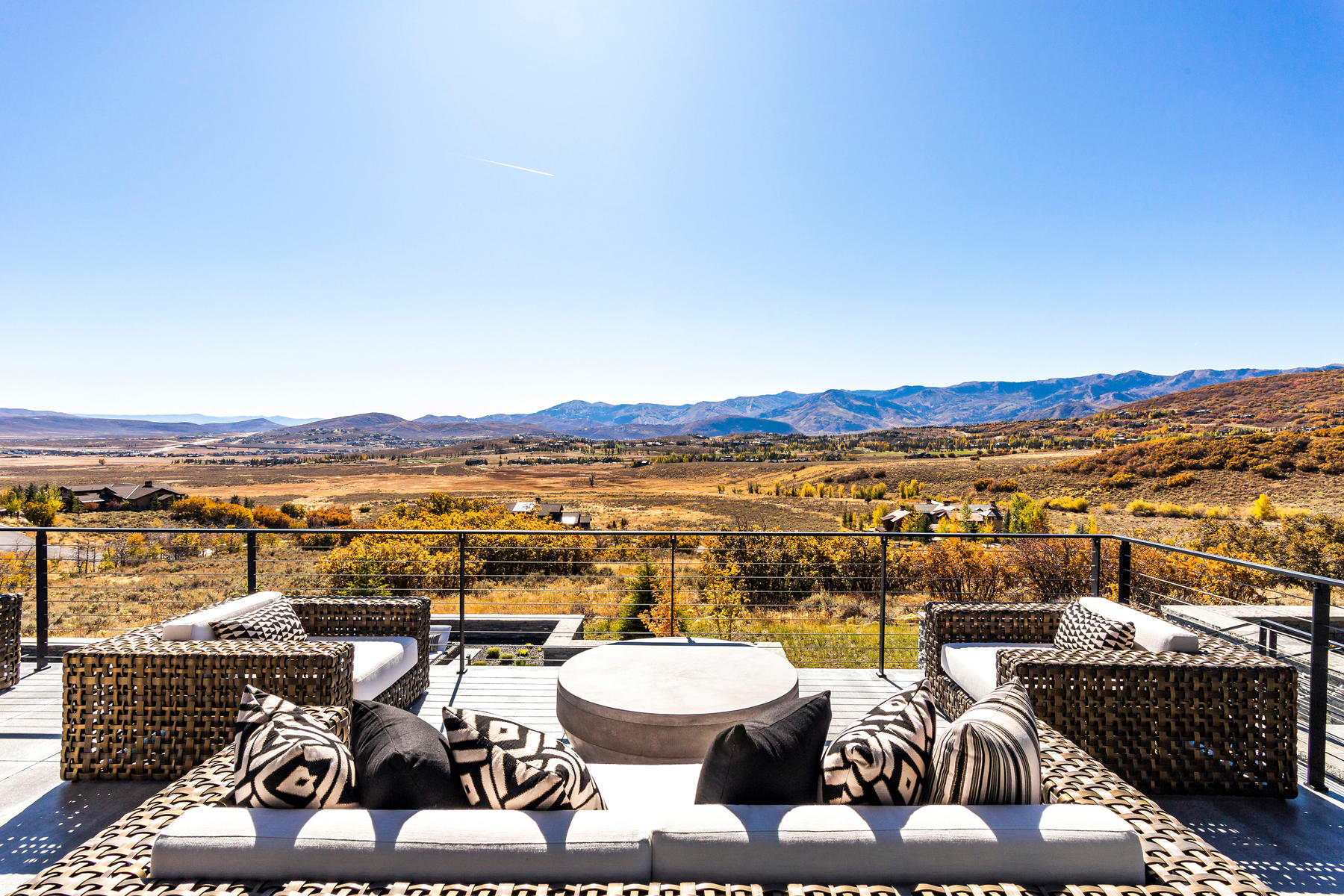 Additional photo for property listing at Extraordinary Contemporary Home with Stunning Views 714 W Red Fox Road Park City, Utah 84098 Estados Unidos