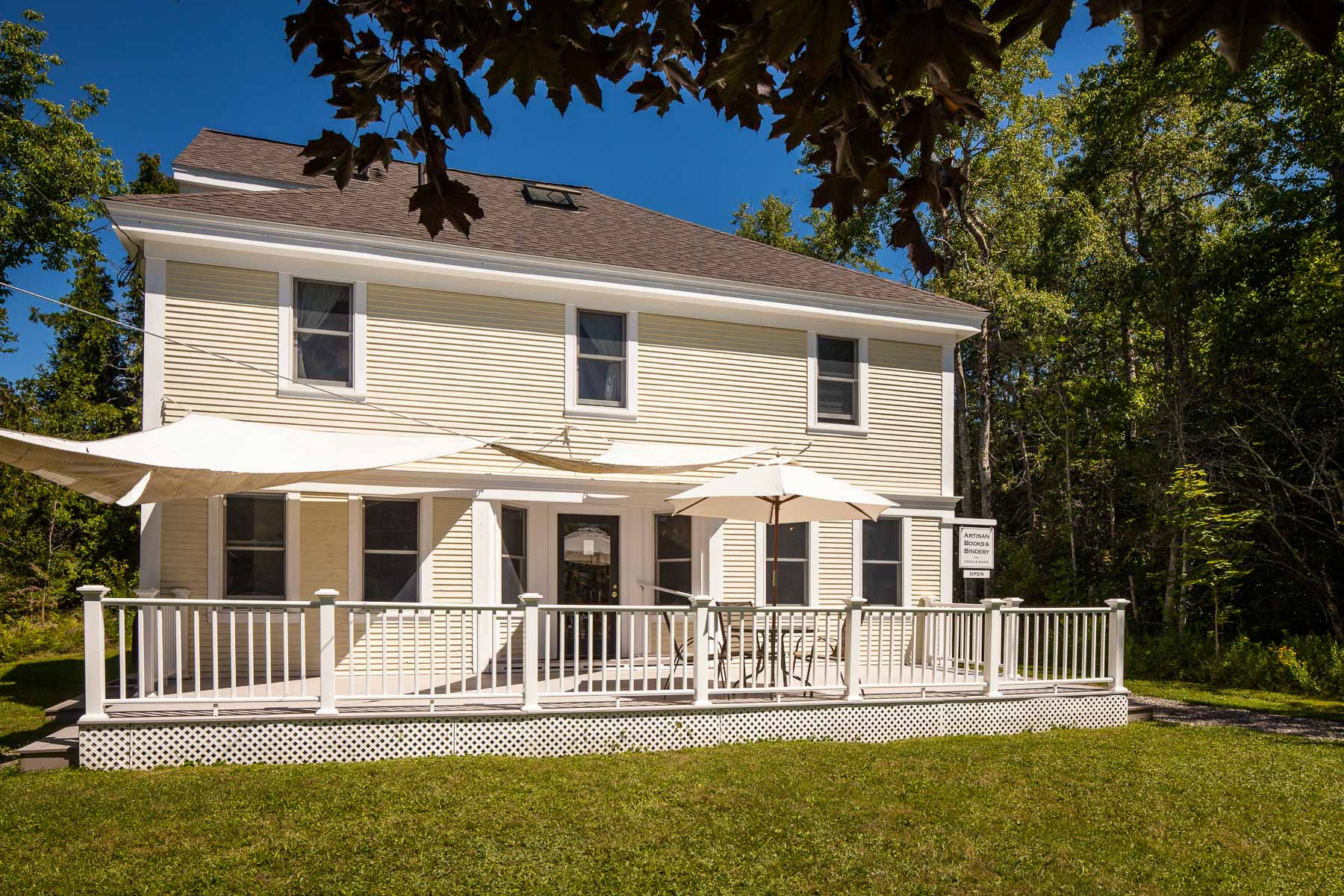 Moradia para Venda às 111 Derby Road Islesboro, Maine, 04848 Estados Unidos