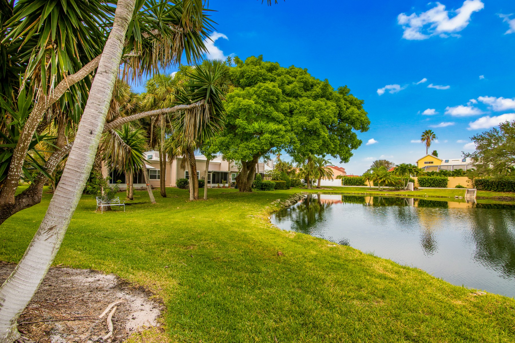 Additional photo for property listing at Immaculate End Unit Town Home in Superior Melbourne Beach Location 409 La Costa Street Melbourne Beach, Florida 32951 United States